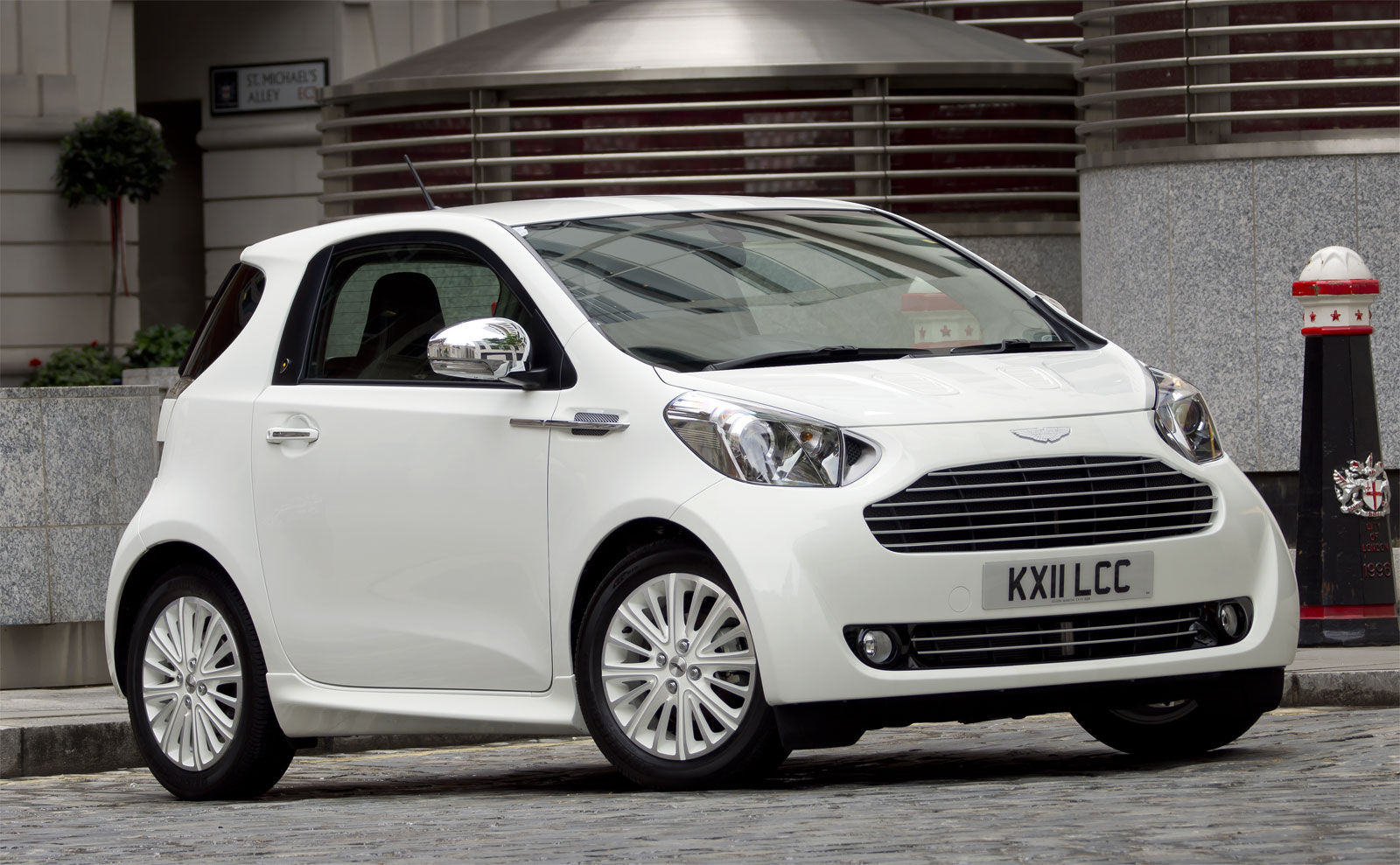 aston martin cygnet wallpaper
