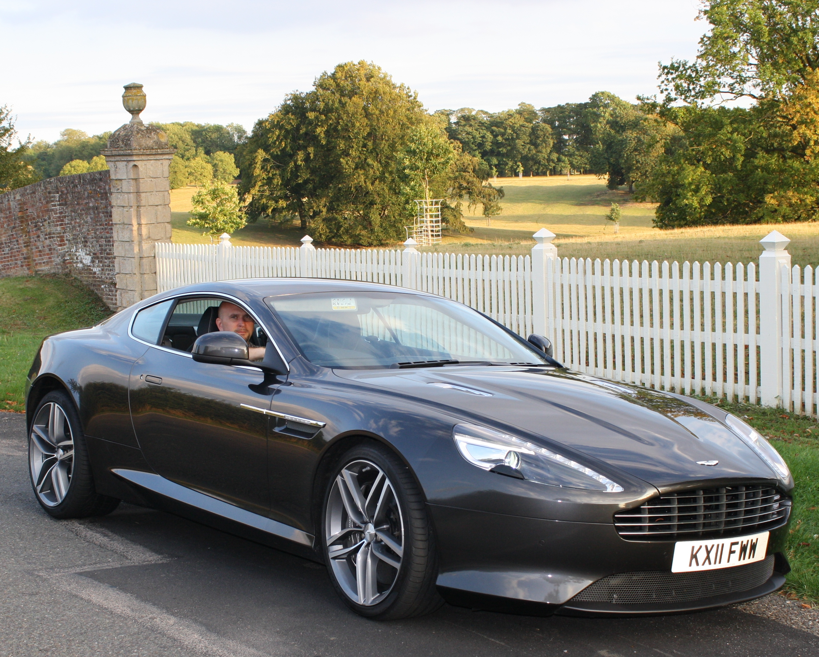 aston martin virage pictures