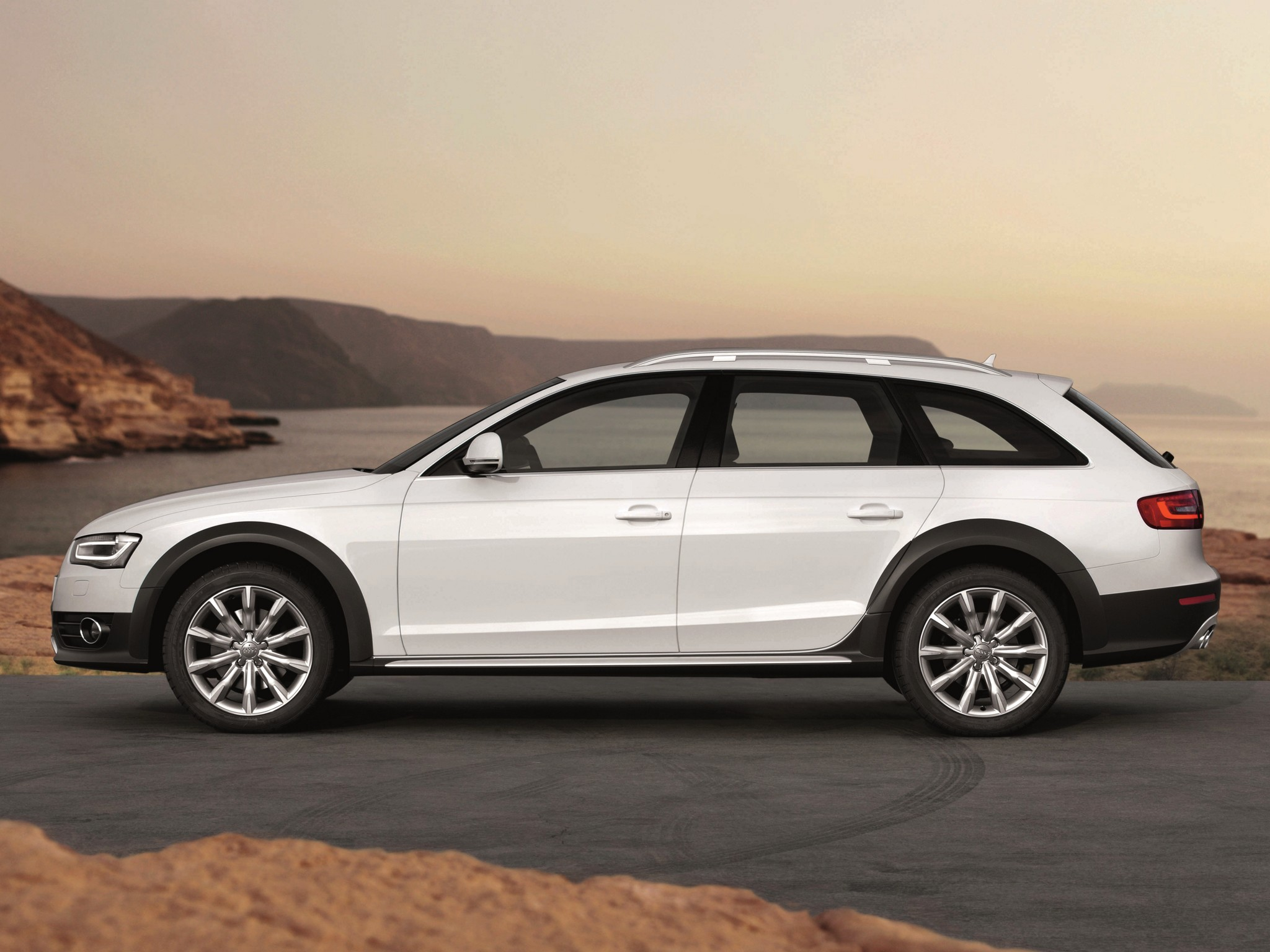 2011 audi a4 allroad b8 pictures information and. Black Bedroom Furniture Sets. Home Design Ideas