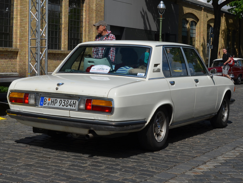 bmw 2500 images