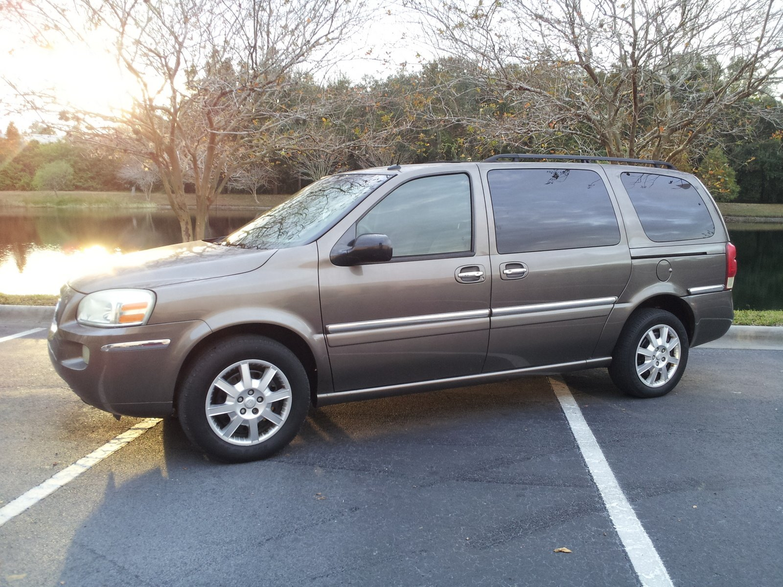 2005 Buick Terraza   pictures, information and specs - Auto