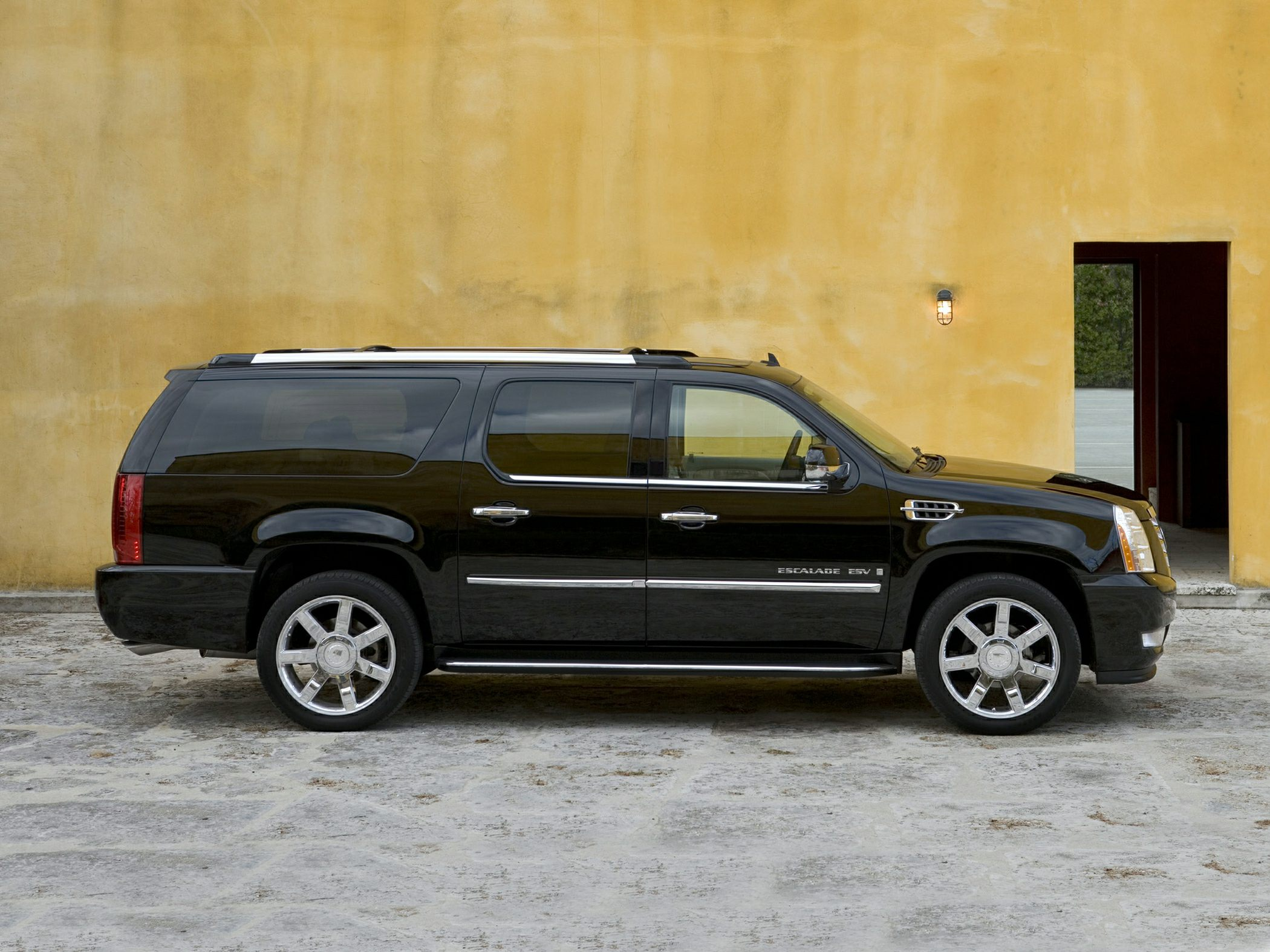 2014 Cadillac Escalade esv – pictures, information and specs