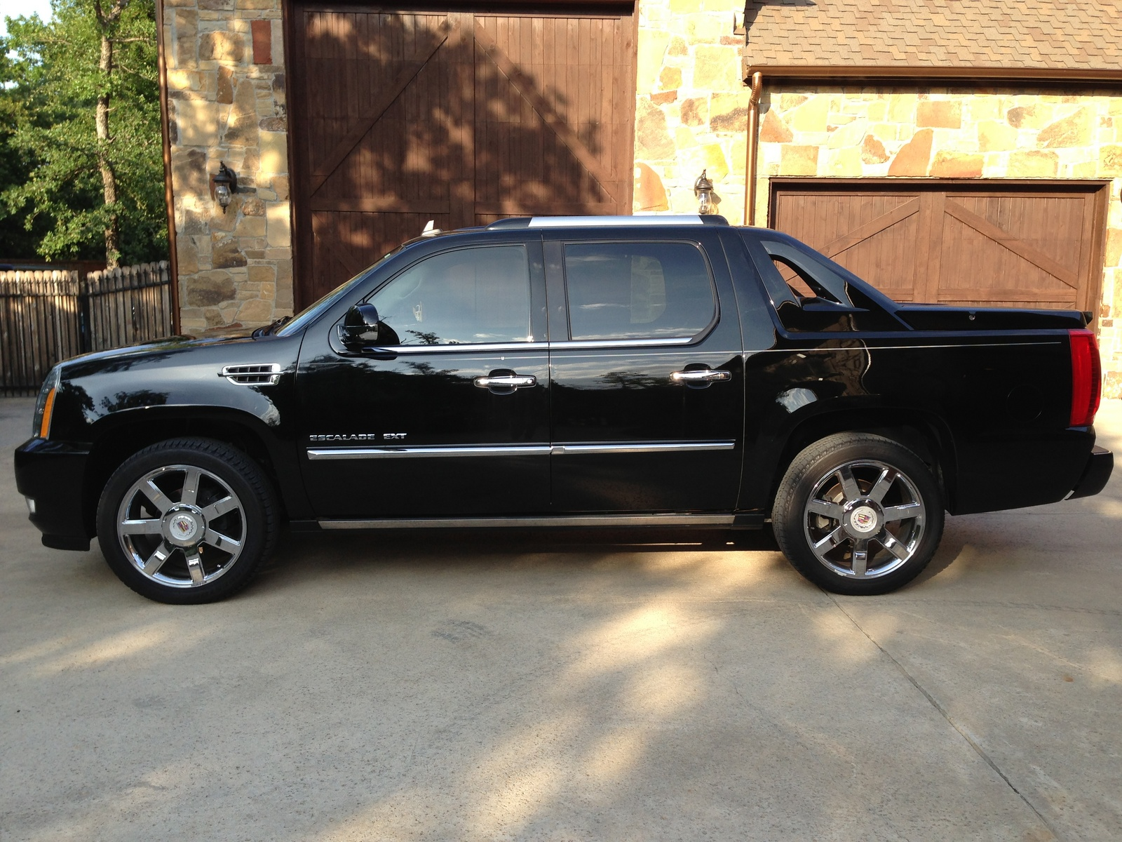 2013 Cadillac Escalade Ext Pictures Information And