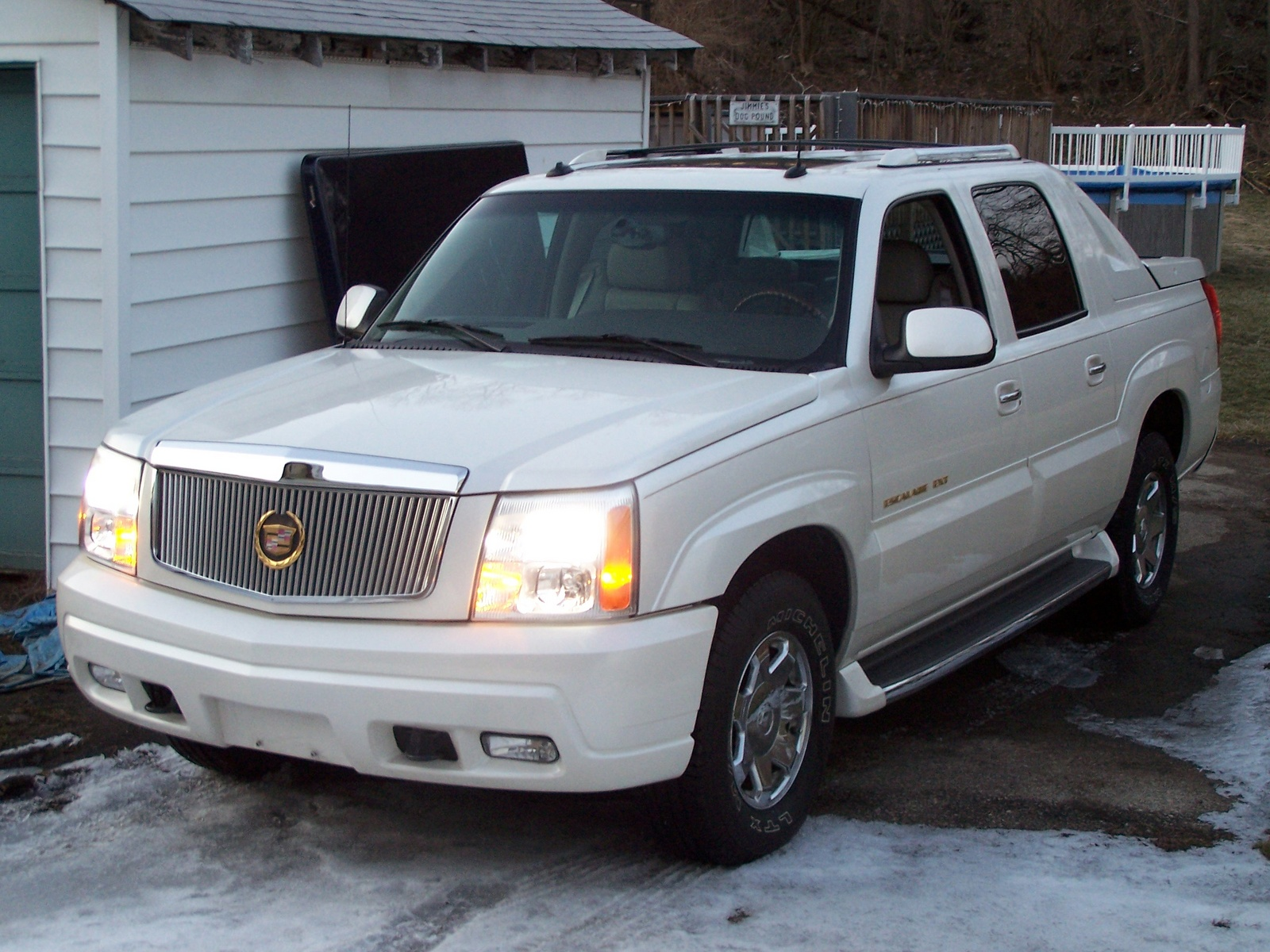 2004 cadillac escalade pick up pictures information and specs auto. Black Bedroom Furniture Sets. Home Design Ideas