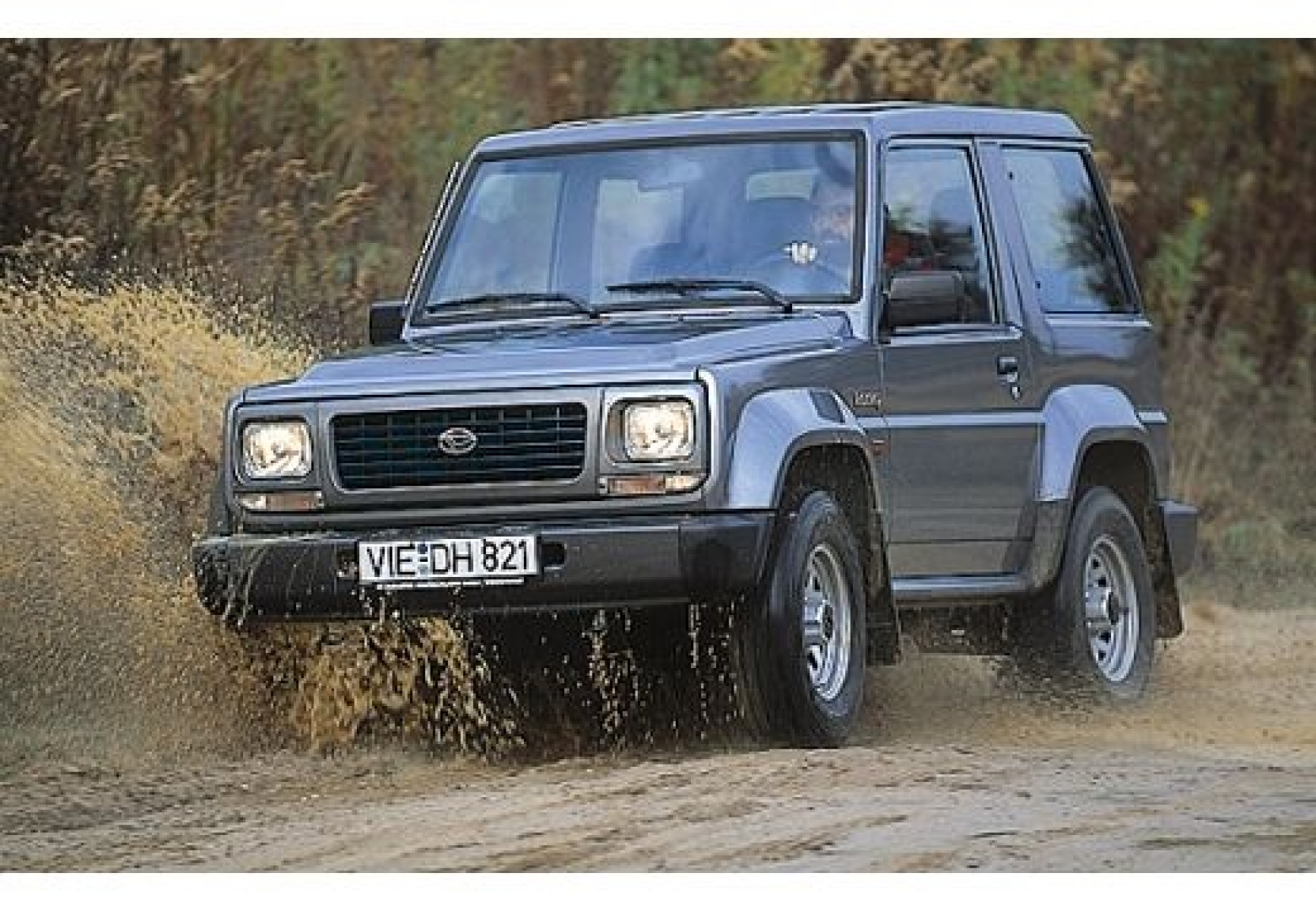 1991 Daihatsu Rocky soft top f7 f8 – pictures information and