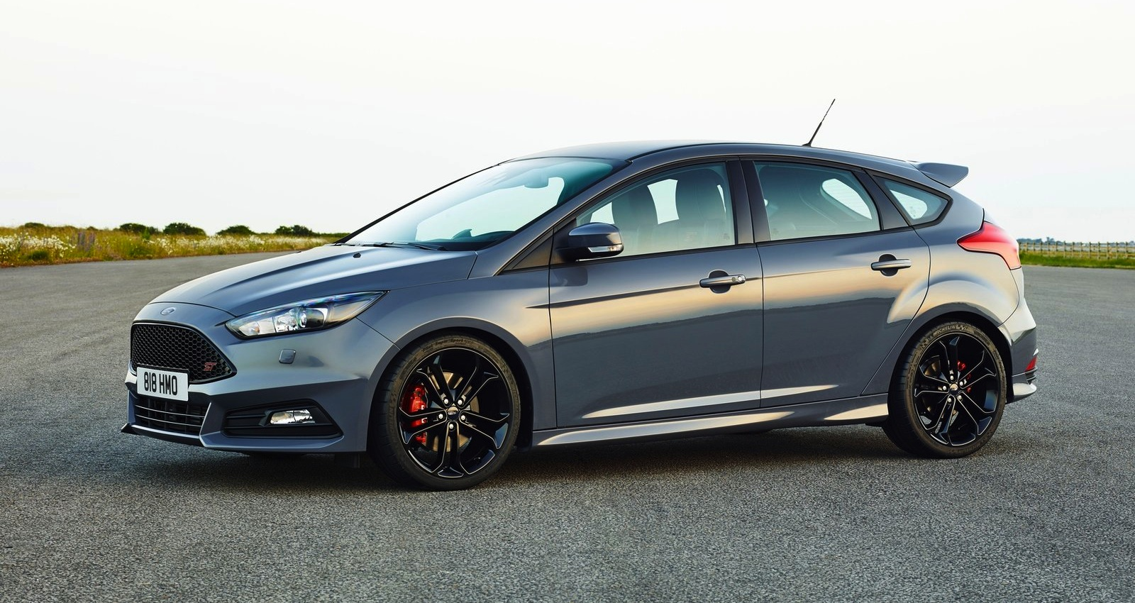 Cars ford focus hatchback iii 2015