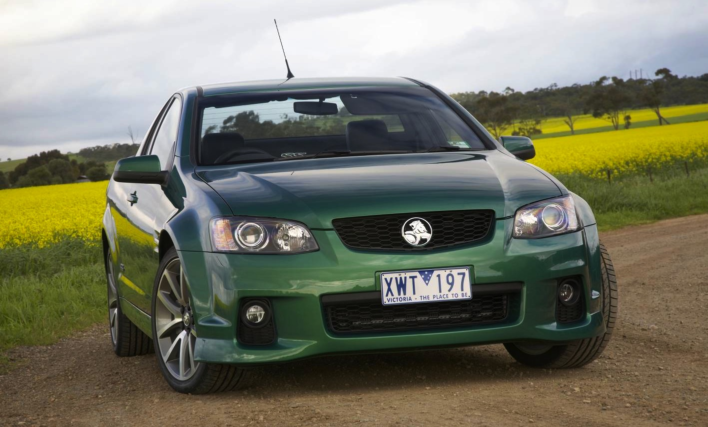 Cars holden commodore