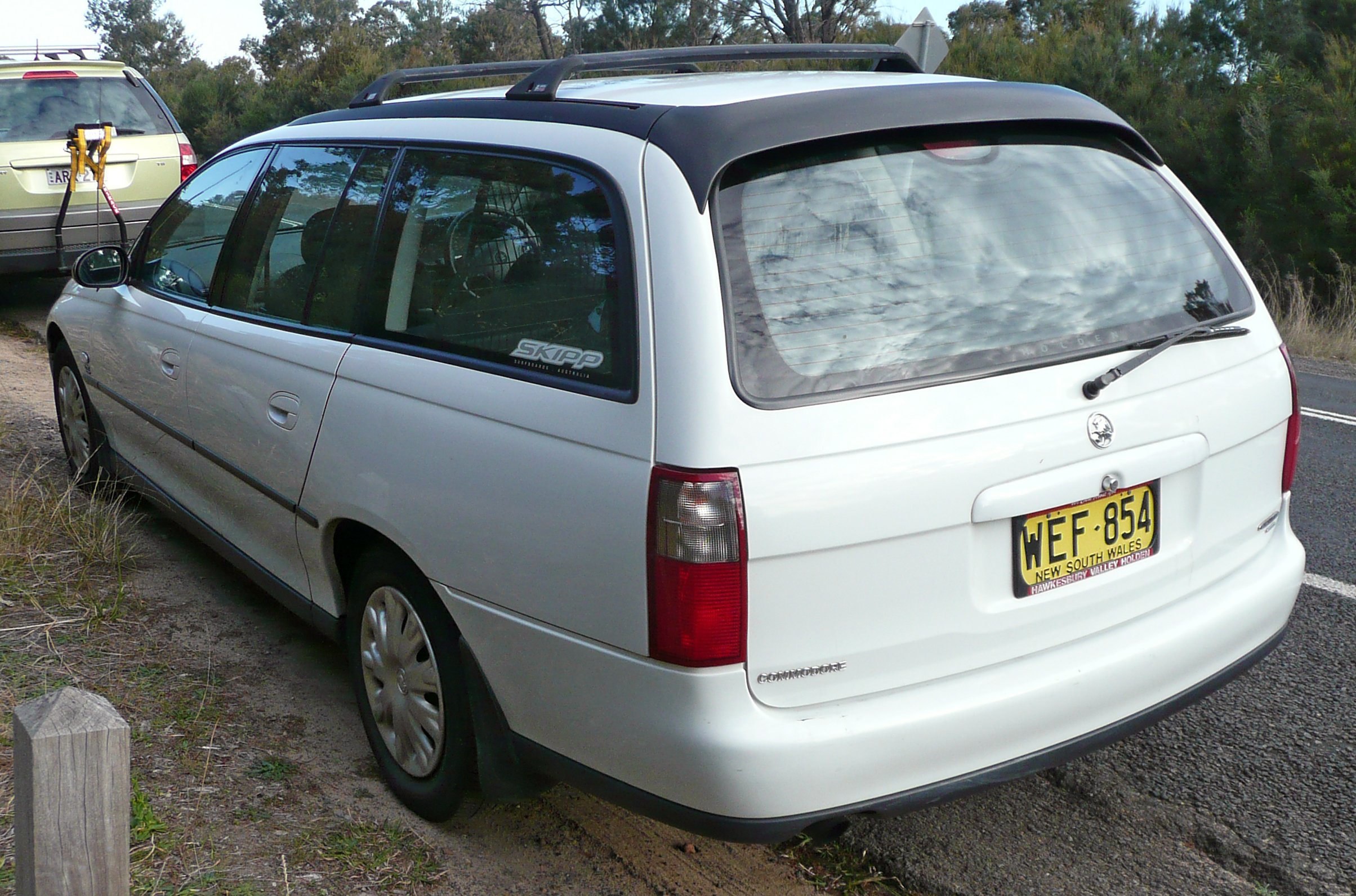 Cars holden commodore wagon (vt) 1999 #4