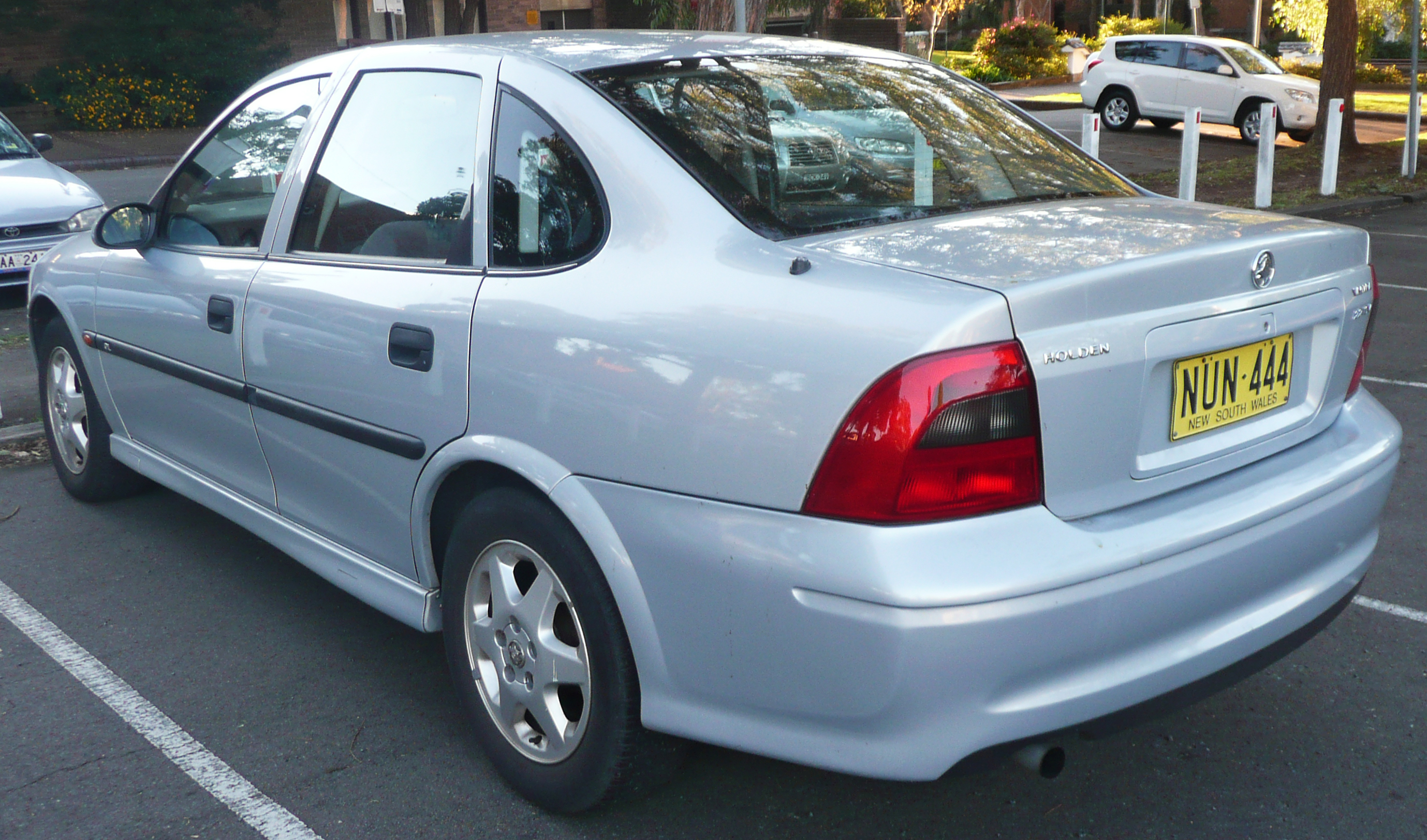 Cars holden vectra (b) 2003