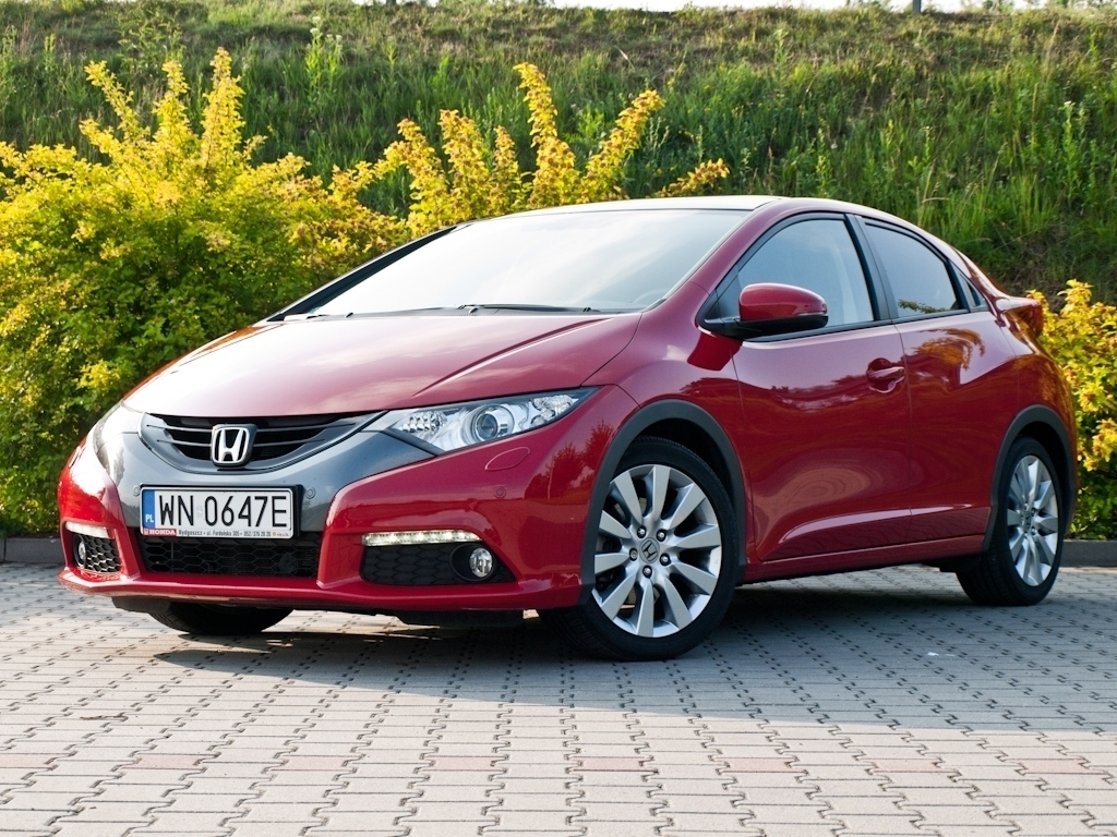 Cars honda civic viii coupe 2012