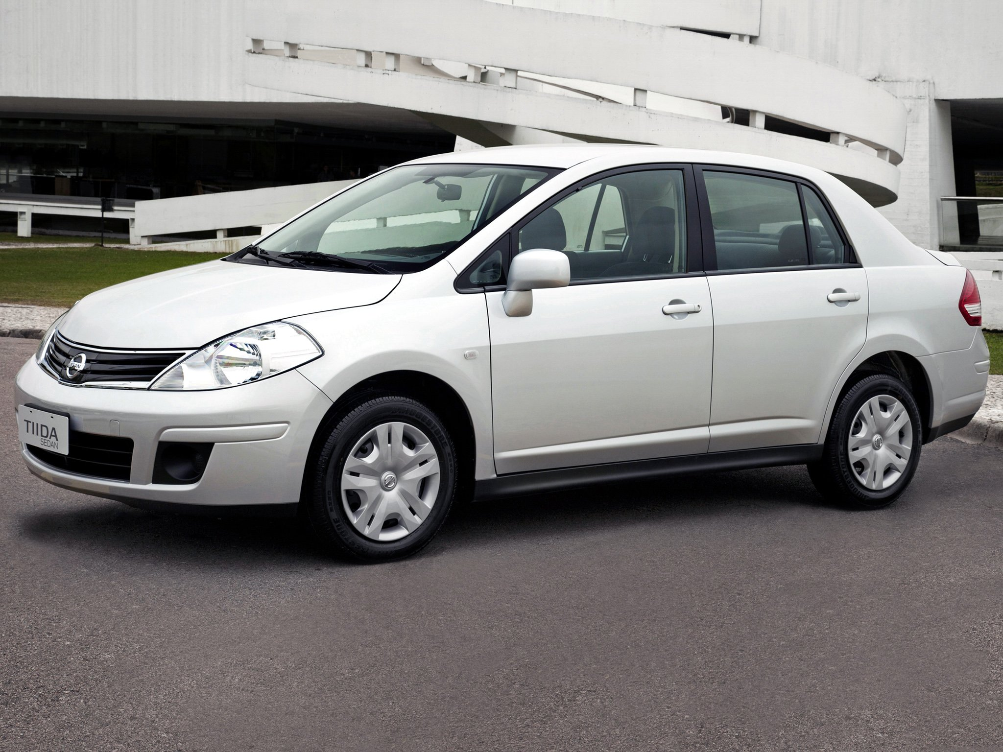 Cars nissan tiida sedan 2010