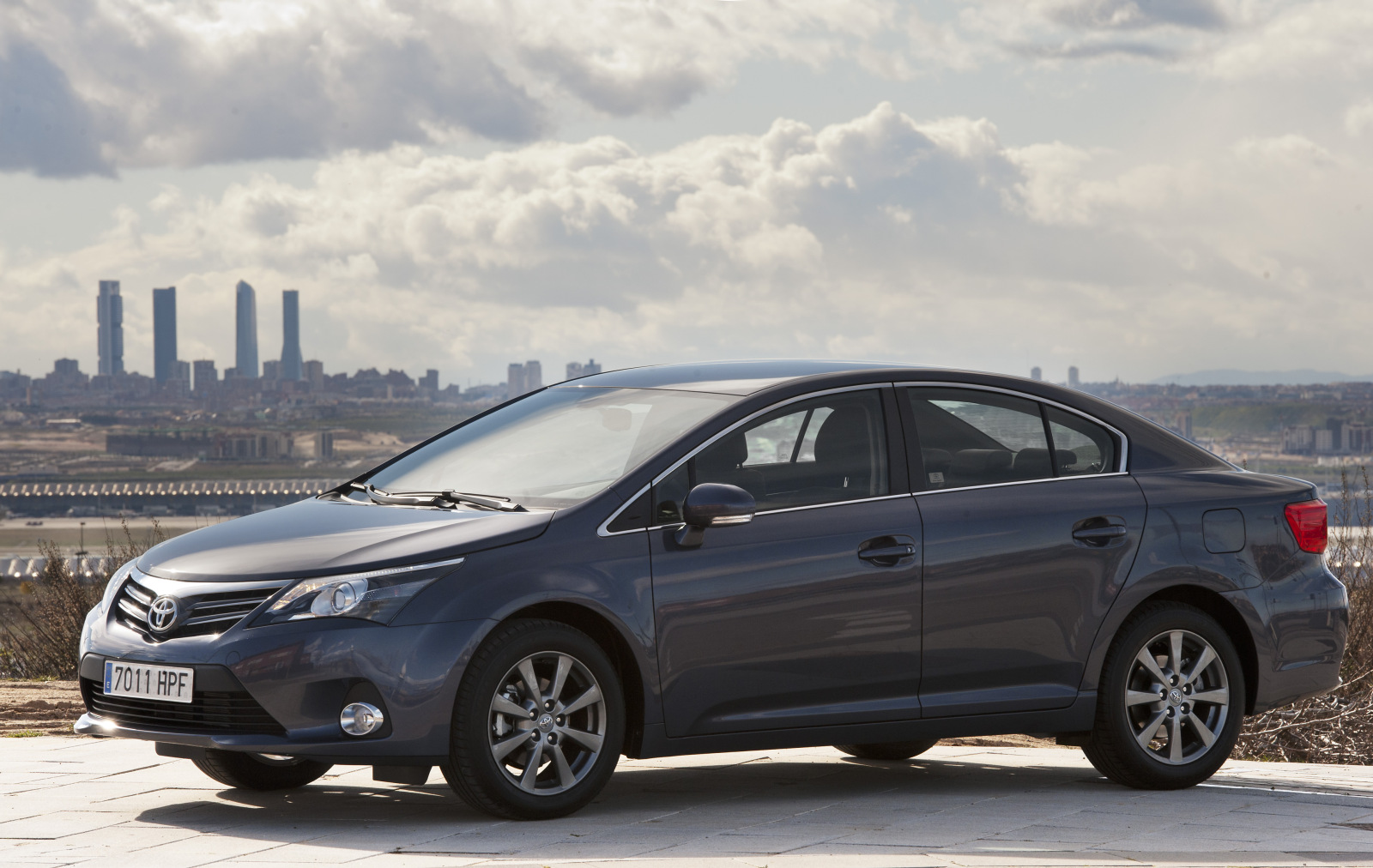 2013 toyota avensis iii pictures information and specs. Black Bedroom Furniture Sets. Home Design Ideas