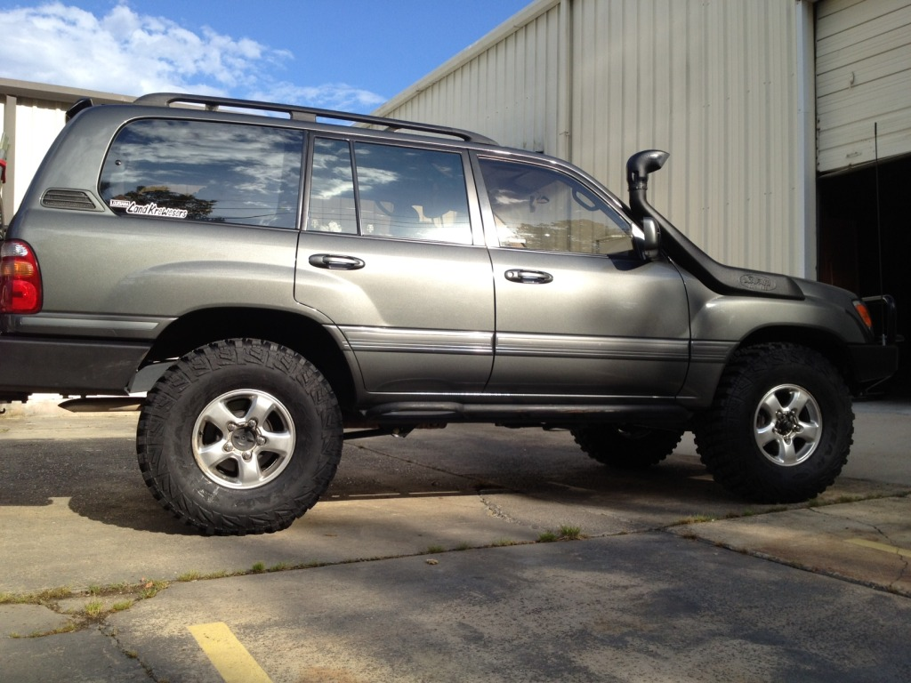 2001 Toyota Land cruiser 100 – pictures, information and specs