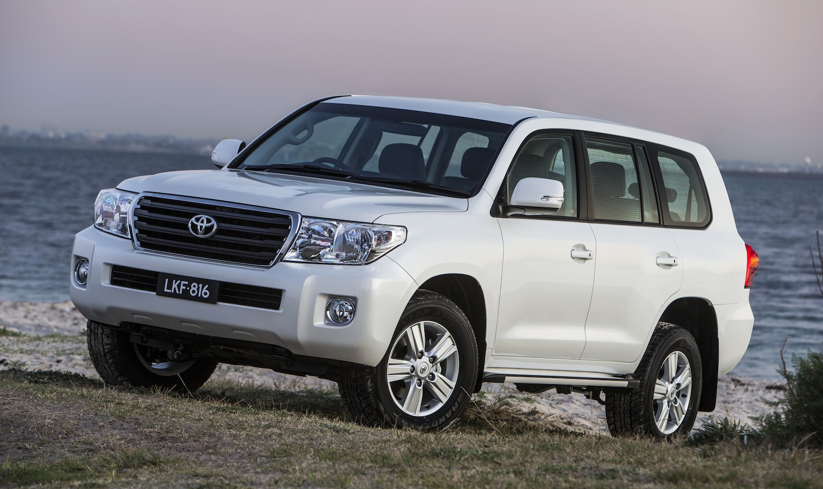 2013 toyota land cruiser 200 pictures information and. Black Bedroom Furniture Sets. Home Design Ideas