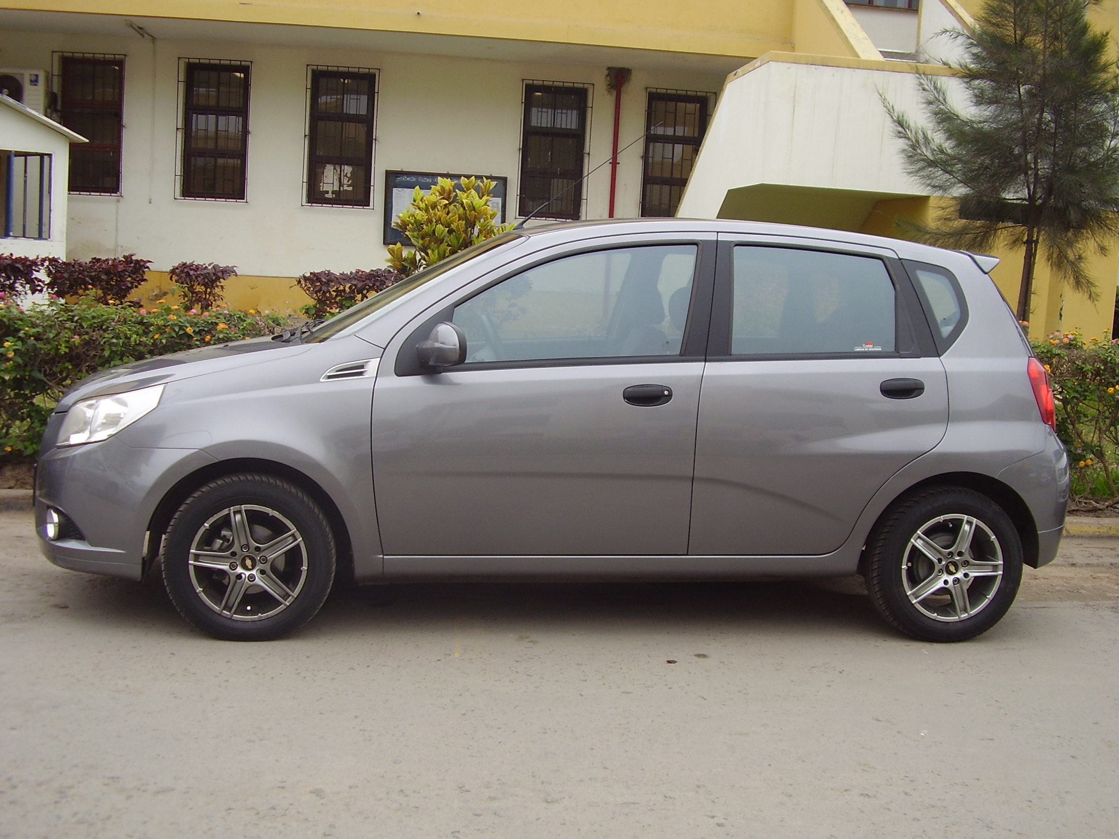2010 chevrolet aveo ii hatchback pictures information and specs auto. Black Bedroom Furniture Sets. Home Design Ideas