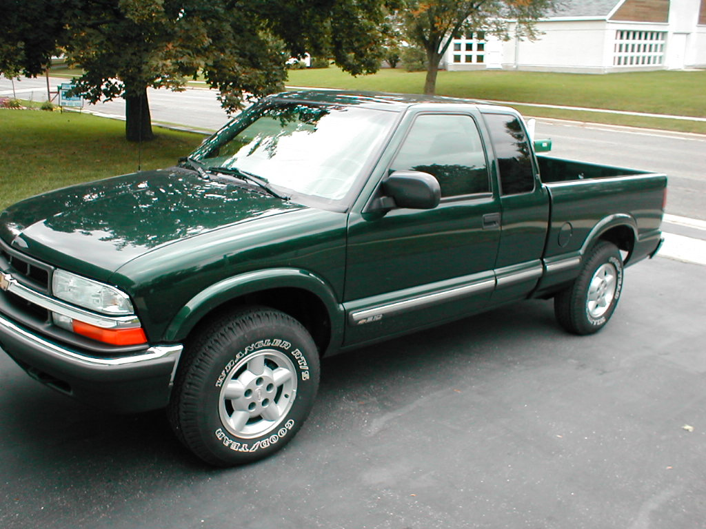 1997 Chevrolet S-10 pickup – pictures, information and ...
