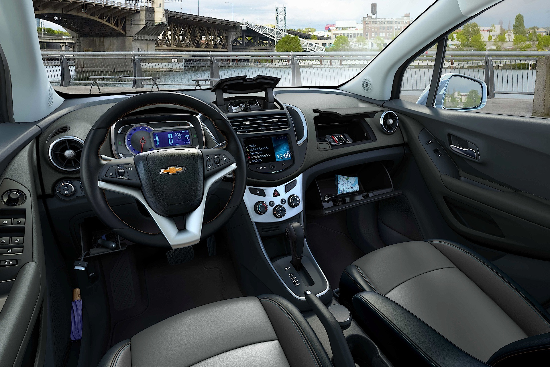 chevrolet tracker pictures