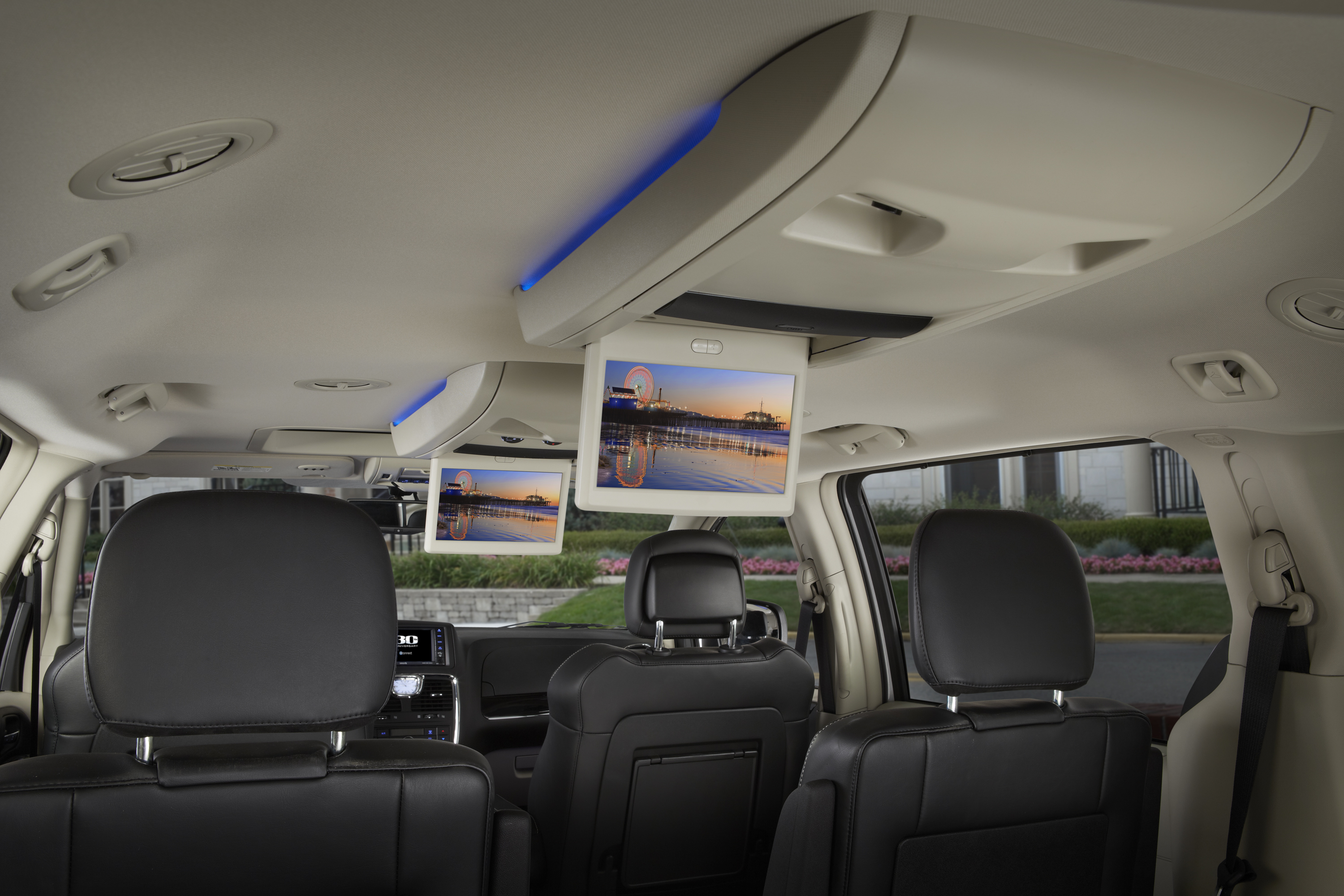 chrysler town & country images