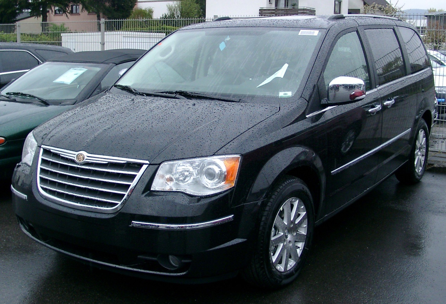 chrysler voyager pictures #2