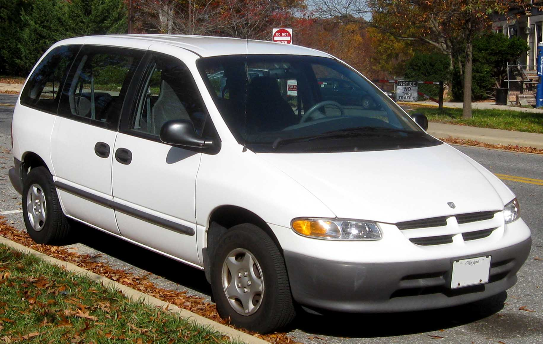 dodge caravan (_iv_) 2003 wallpaper