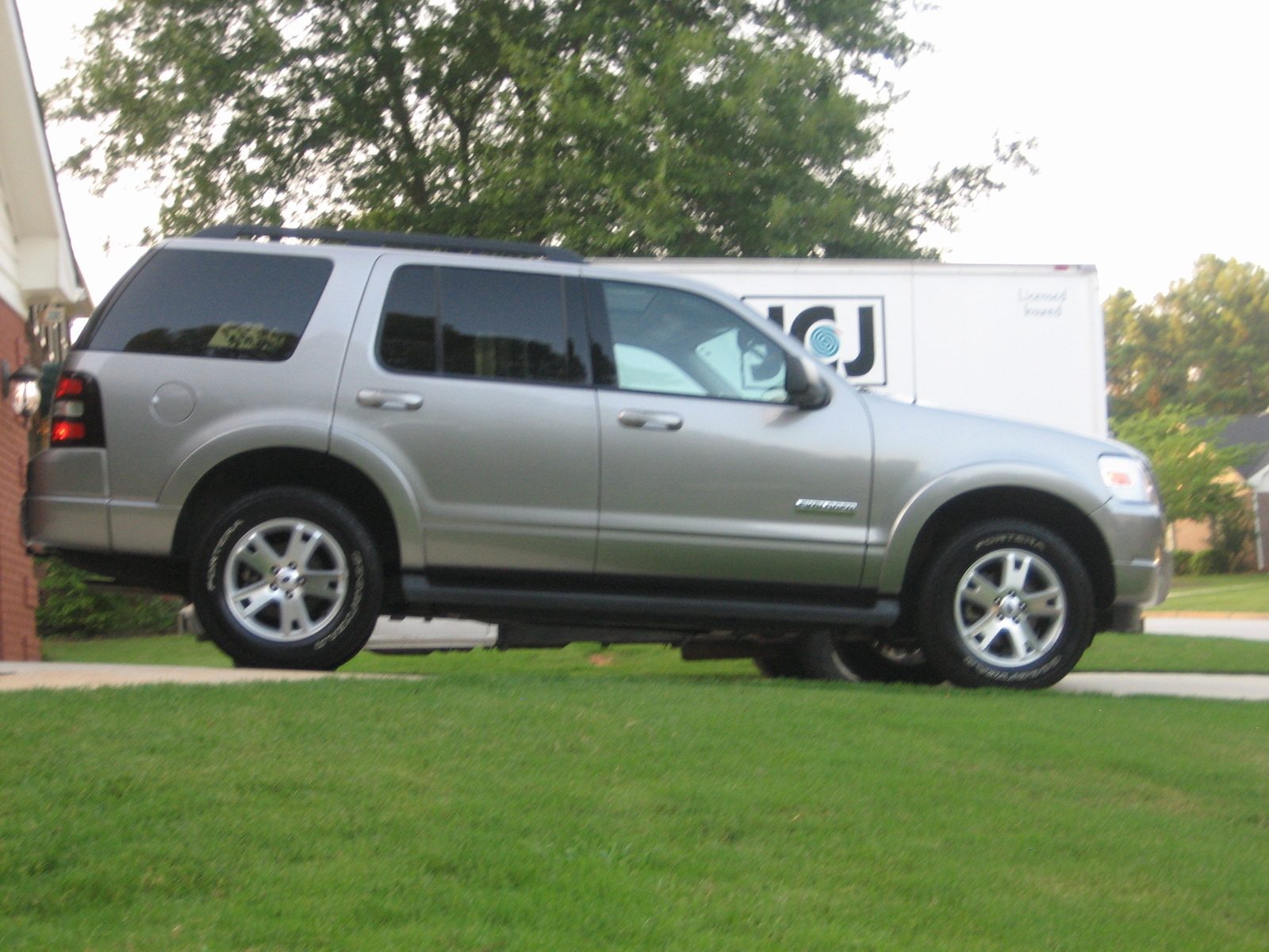 2008 ford explorer suv pictures information and specs. Black Bedroom Furniture Sets. Home Design Ideas