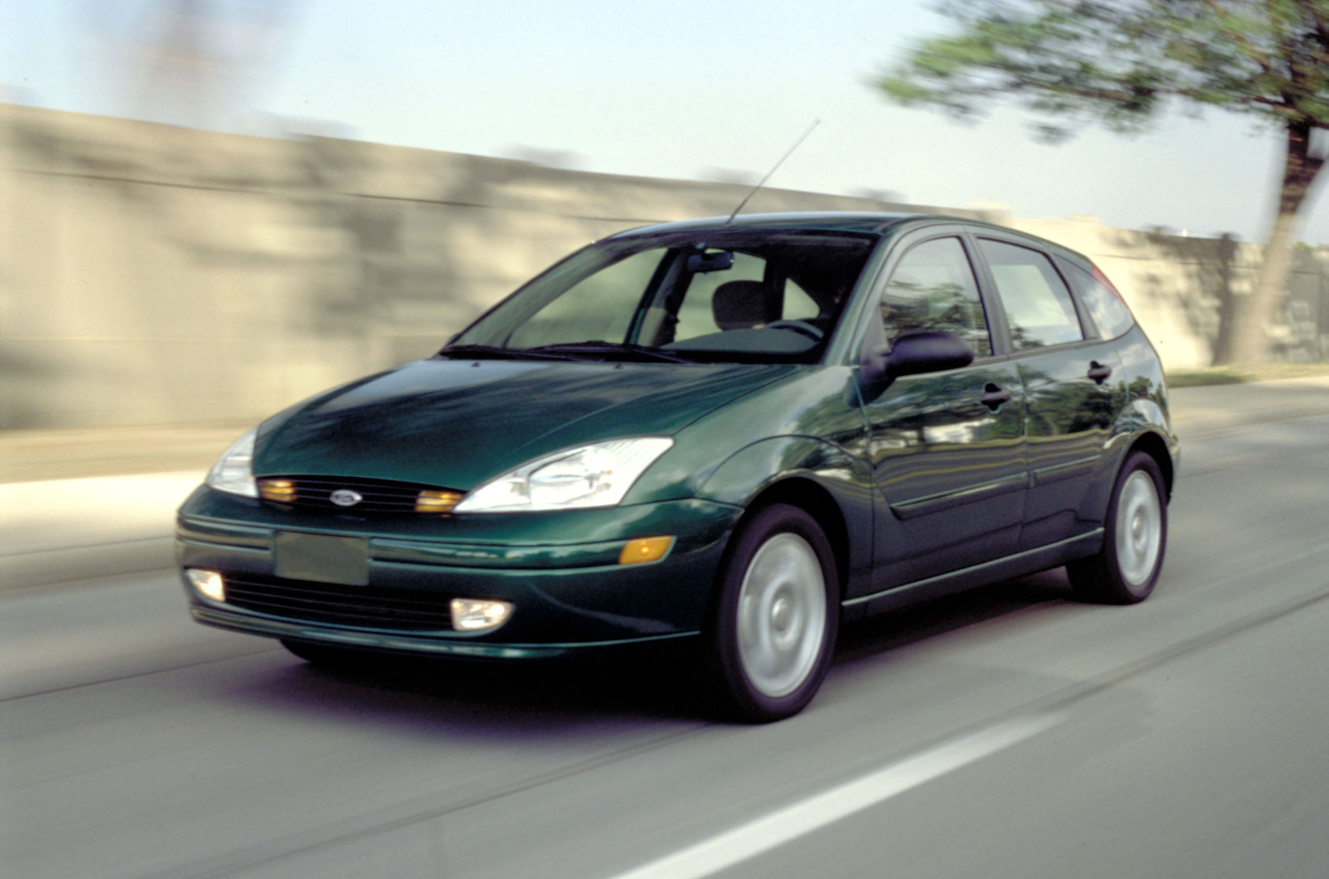 ford focus hatch 1999 wallpaper