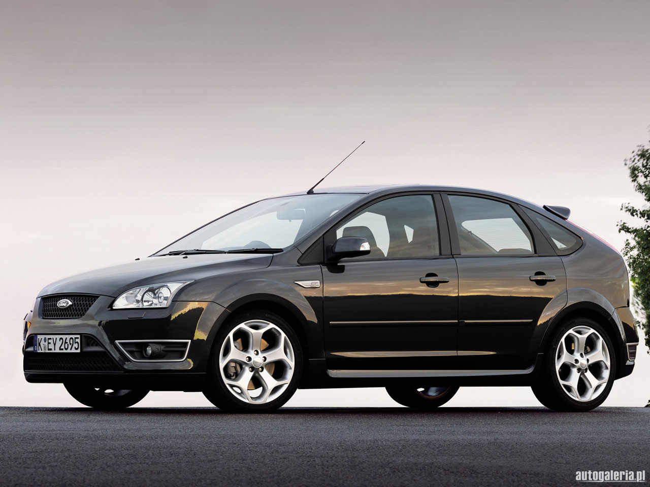 ford focus hatchback 2005 wallpaper