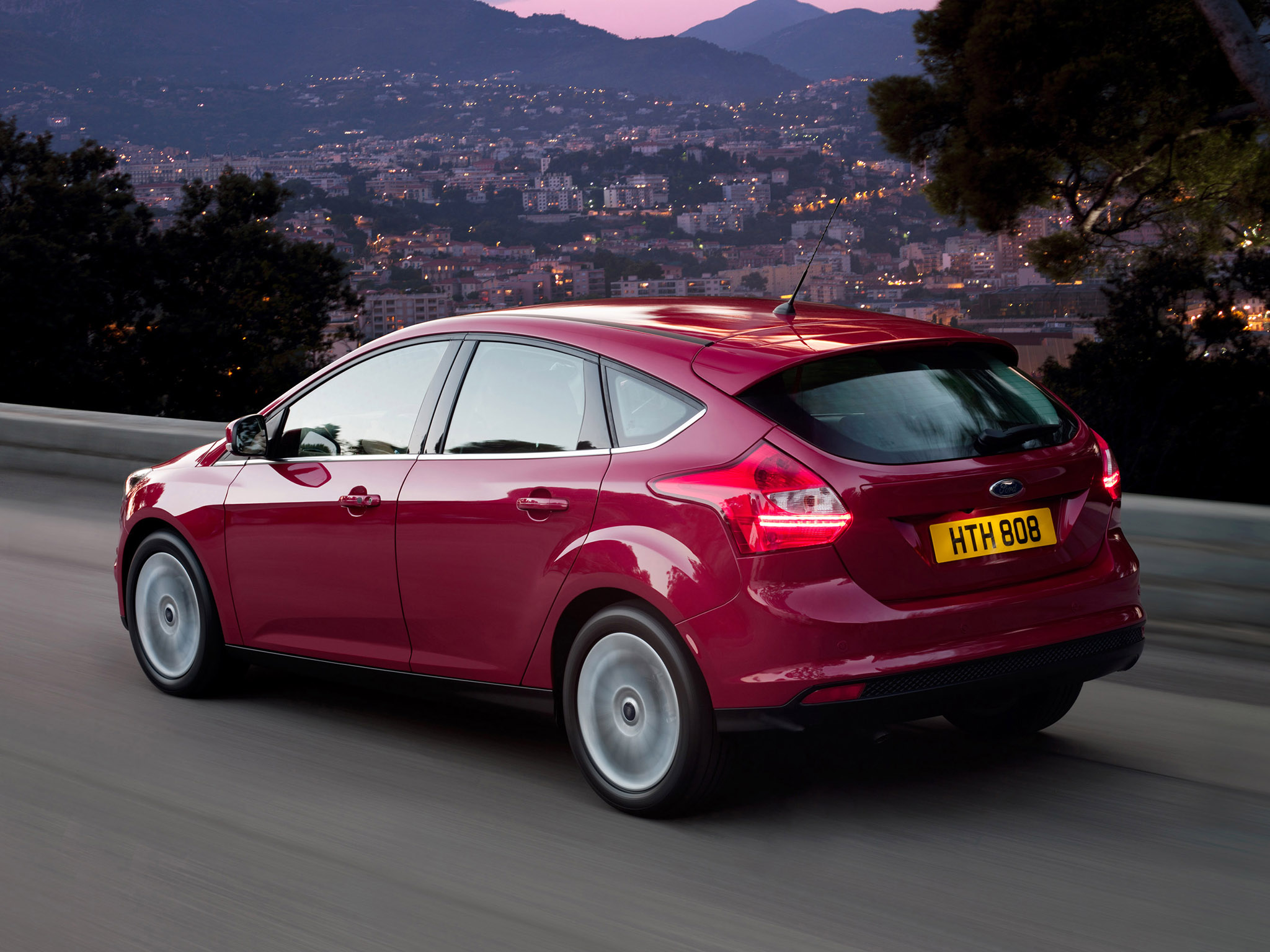 ford focus hatchback ii 2010 pictures