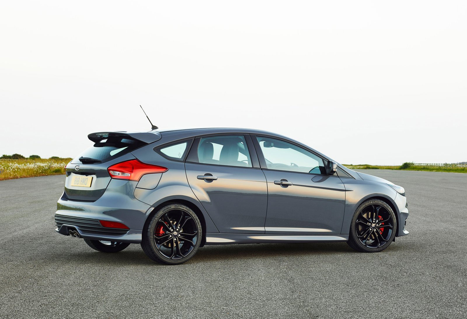 ford focus hatchback iii 2015 pictures