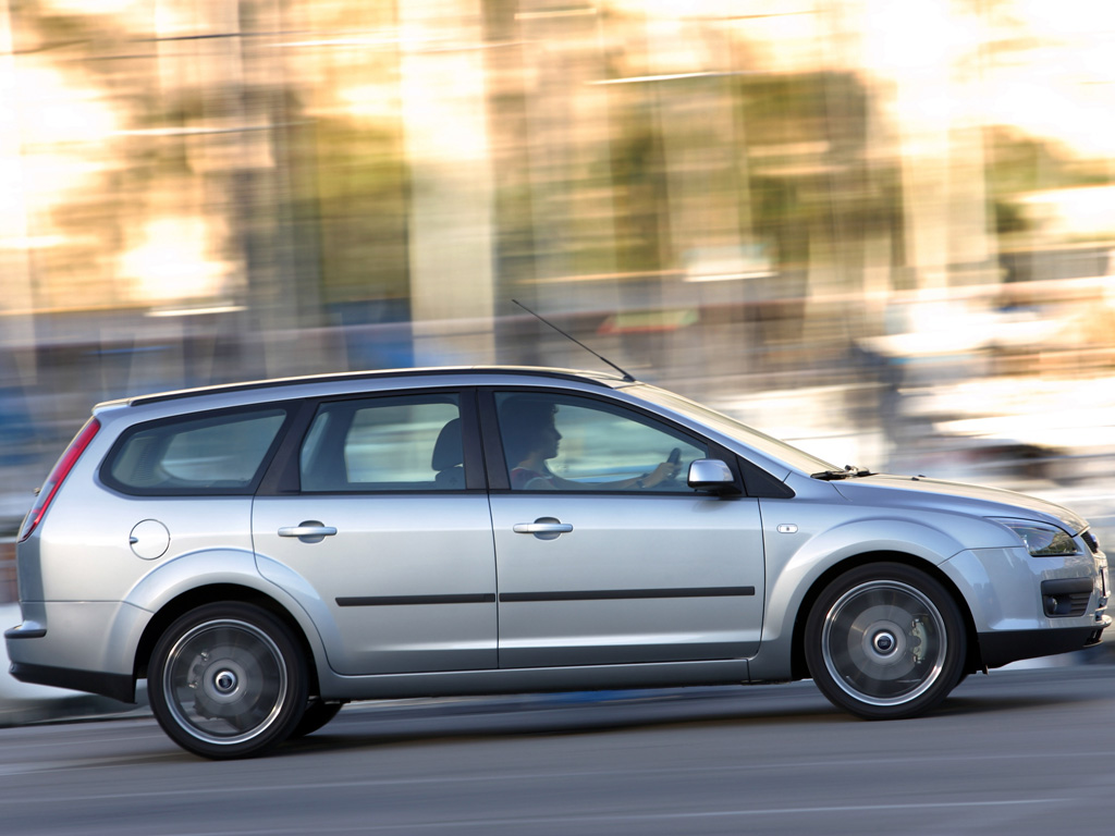 2004 ford focus wagon  u2013 pictures  information and specs
