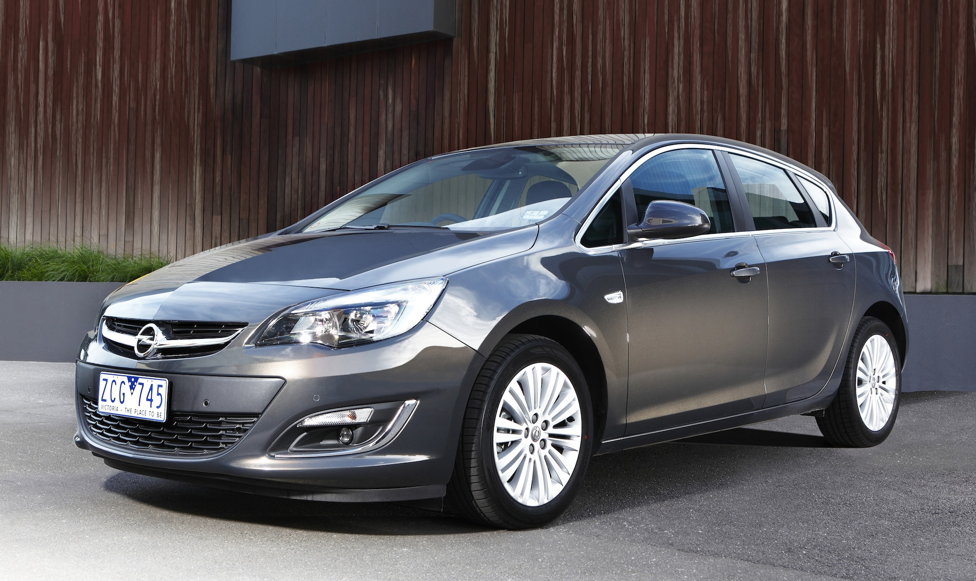 holden astra 2013 pics #4