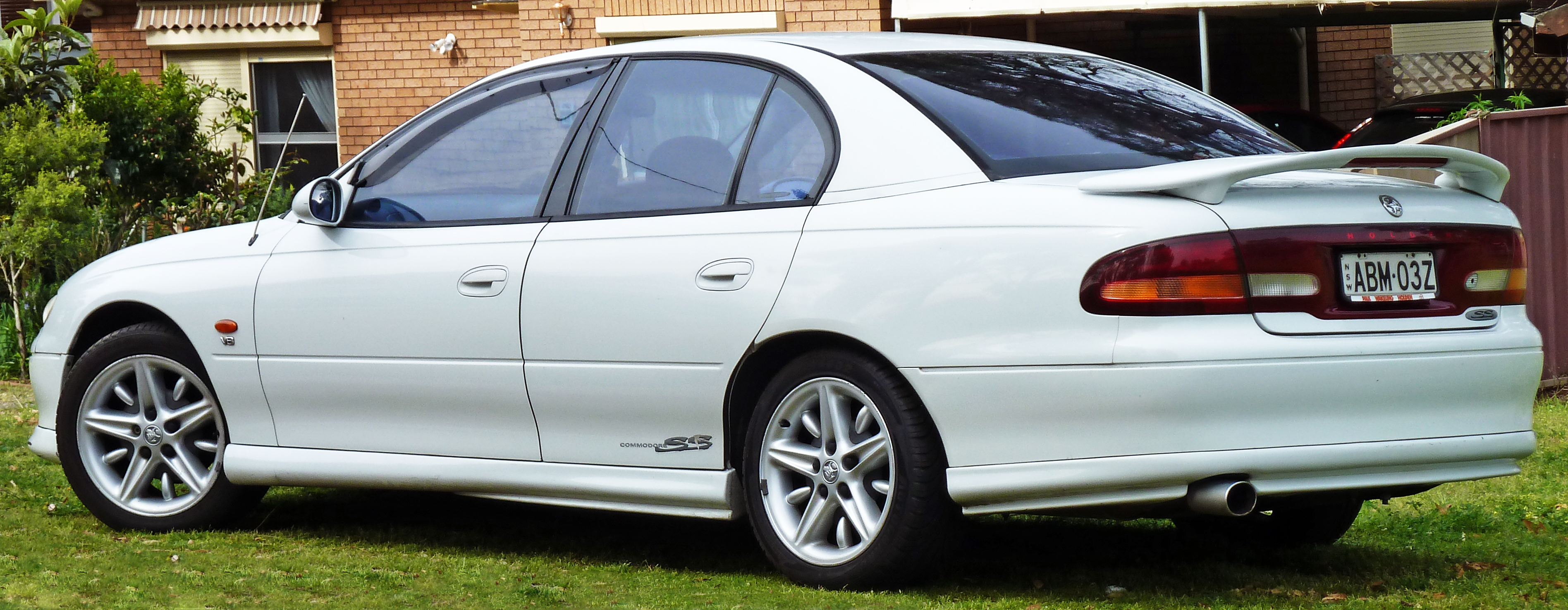 holden commodore (vt) 2010 images #4