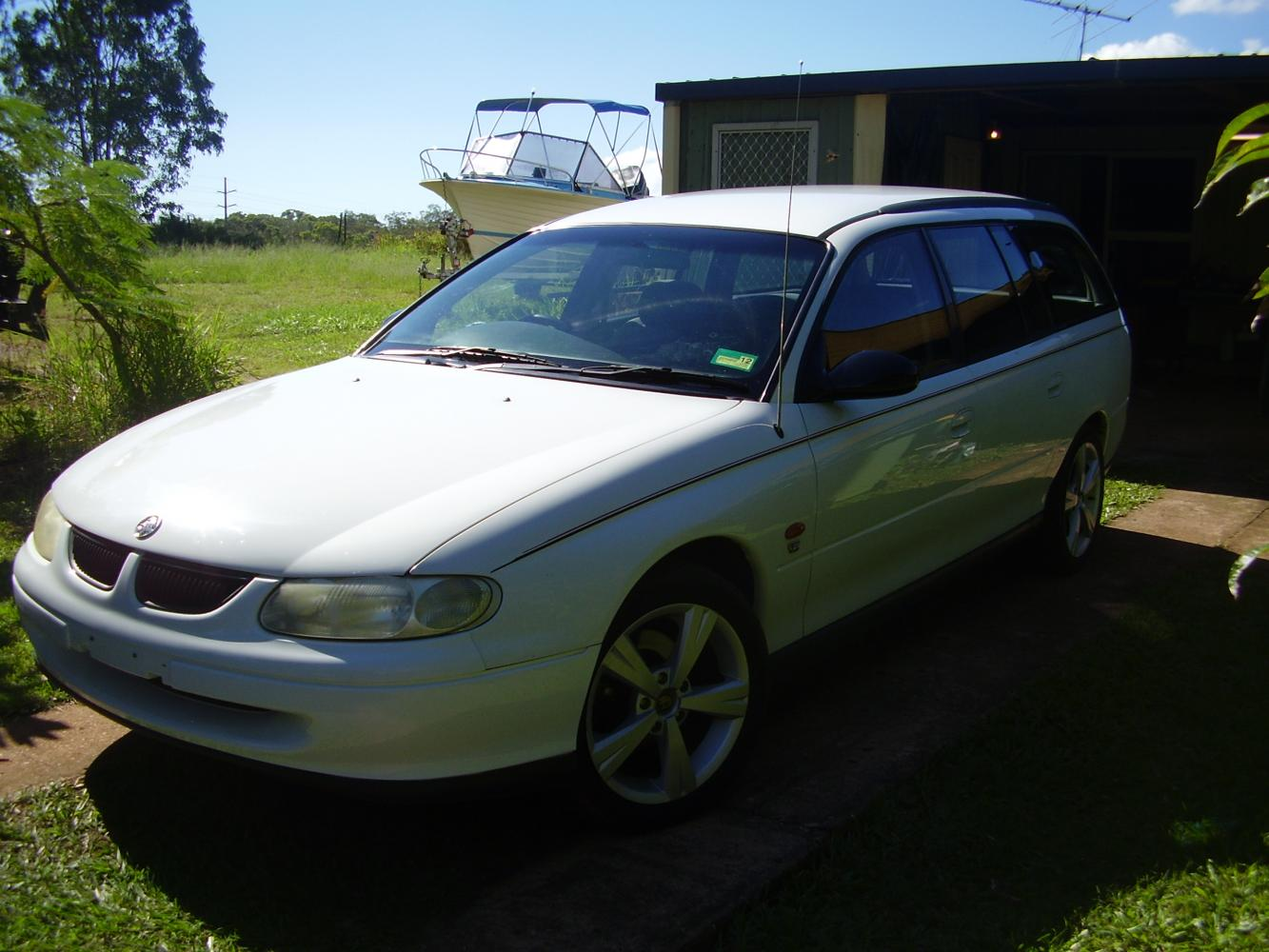 holden commodore wagon (vt) 1998 images