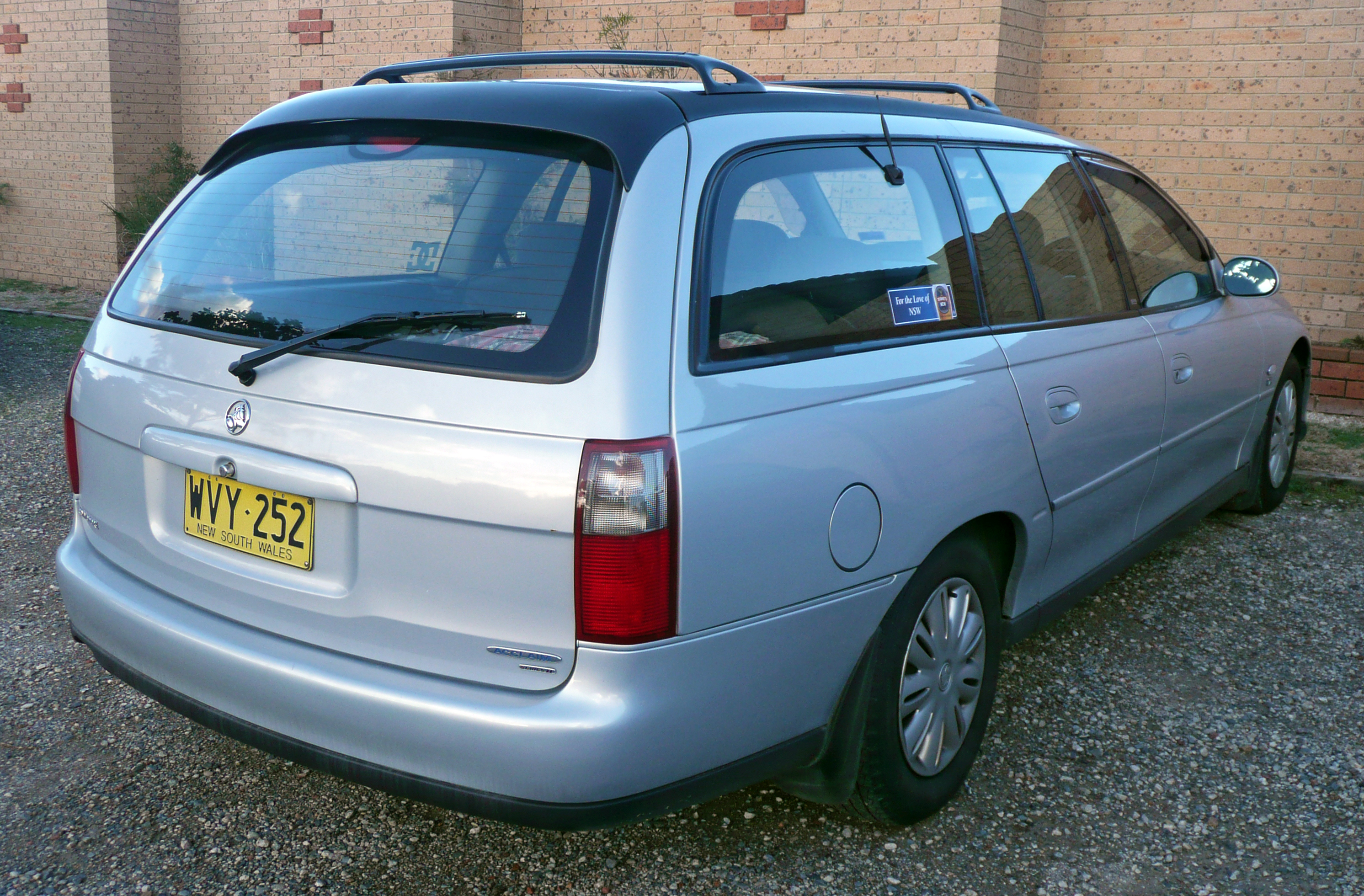 holden commodore wagon (vt) 1999 #1