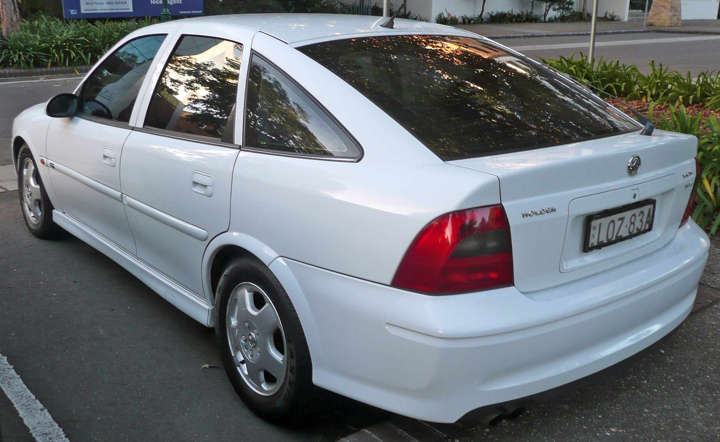 holden vectra hatcback (b) 2002