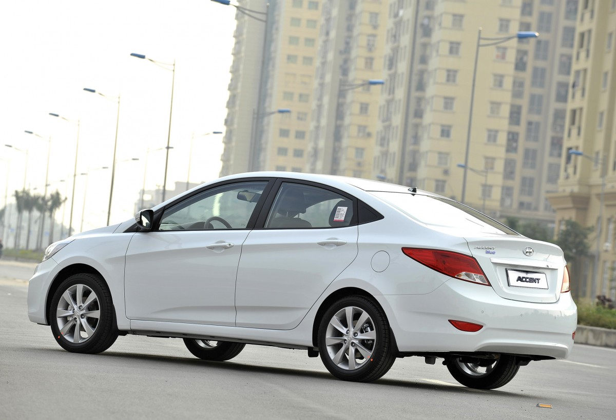 2015 hyundai accent iv pictures information and specs auto. Black Bedroom Furniture Sets. Home Design Ideas