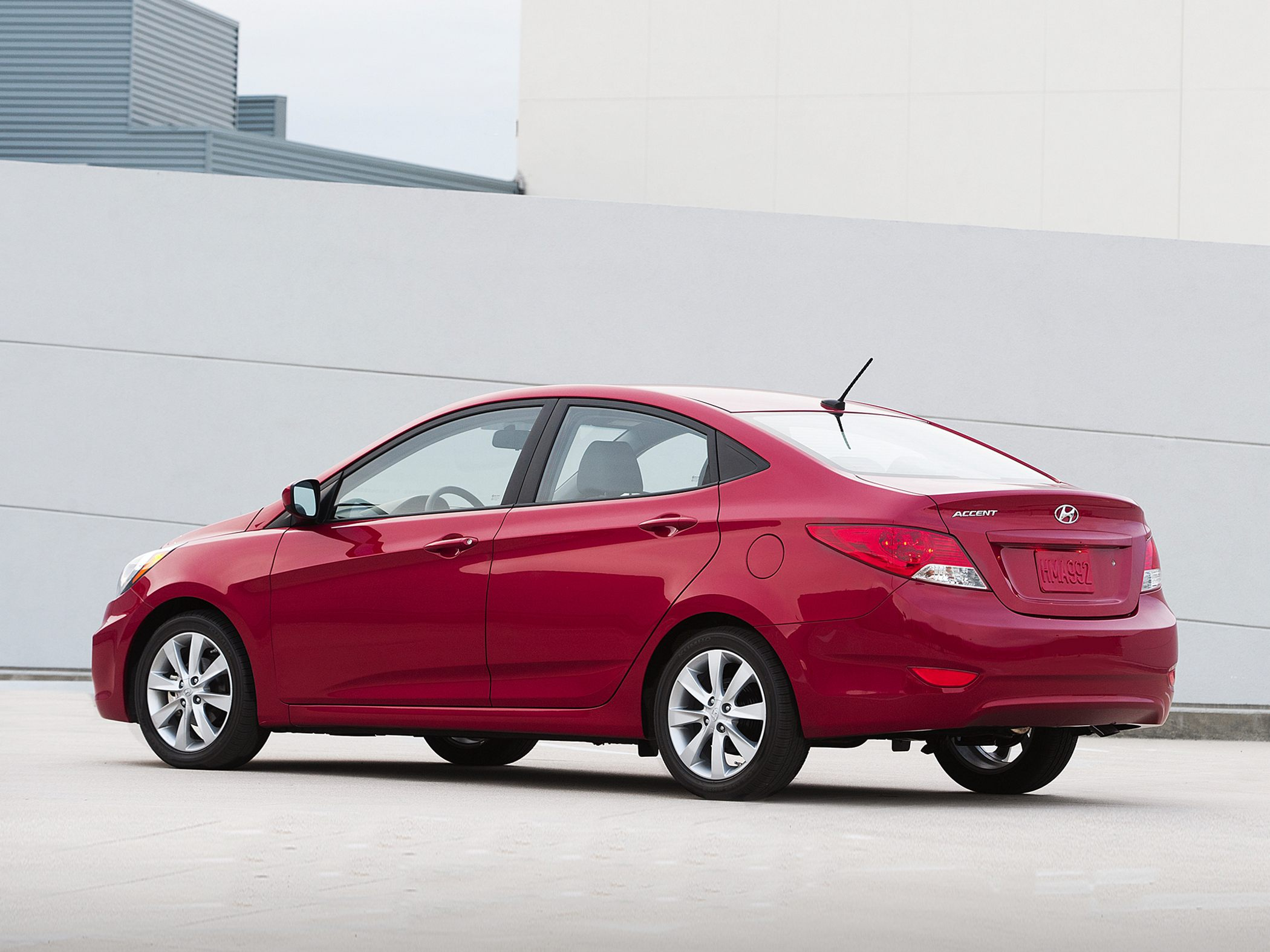 2013 Hyundai Accent Sedan >> 2013 Hyundai Accent Iv Sedan Pictures Information And