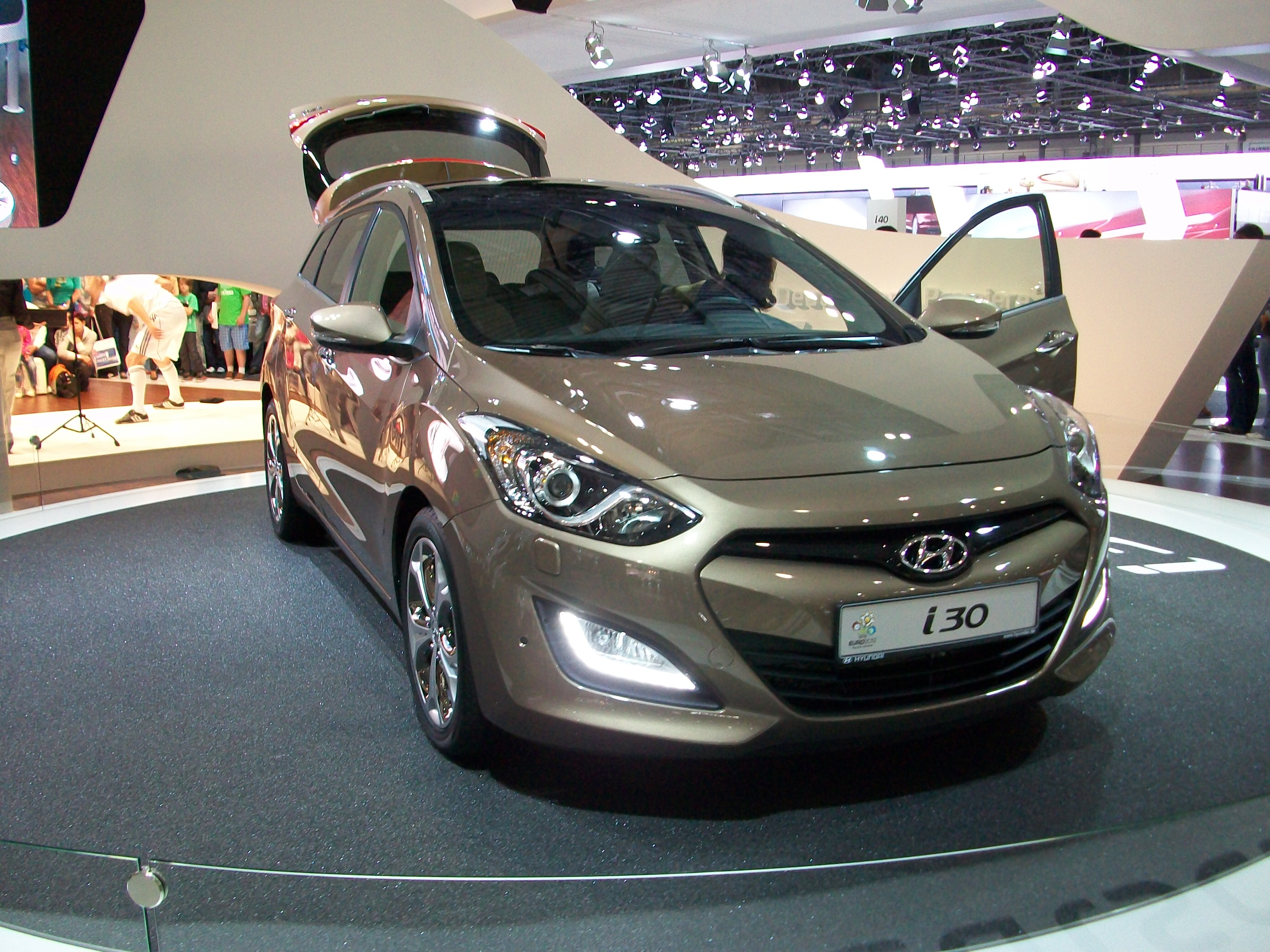 2014 hyundai i30cw pictures information and specs. Black Bedroom Furniture Sets. Home Design Ideas