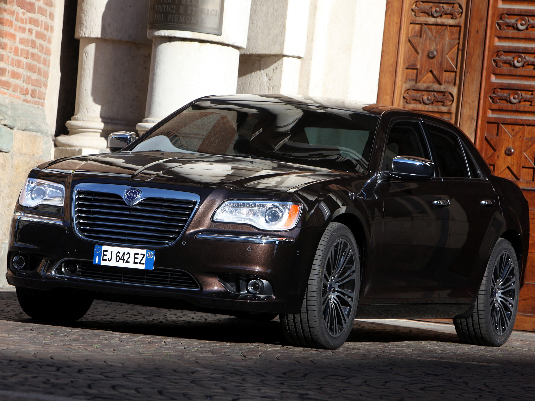 lancia thema pictures #13