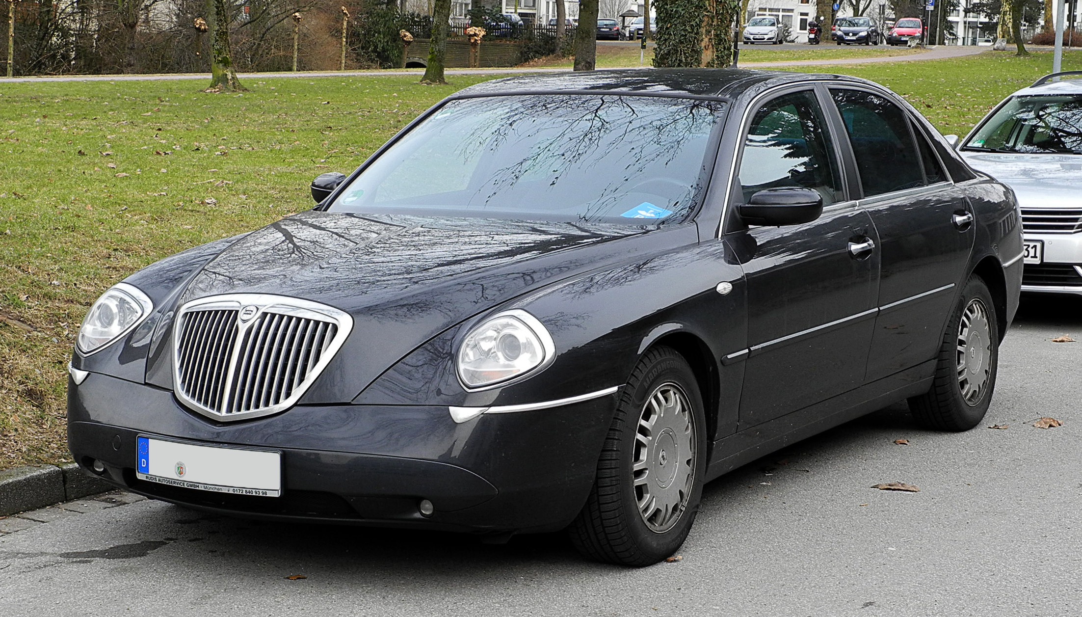 pictures lancia thesis The lancia thesis is an italian executive car with leather interior by/20 the lancia thesis is an italian executive car with leather interior sleek lancia thesis being viewed by many admirers by/20 sleek lancia thesis being viewed by many admirers.