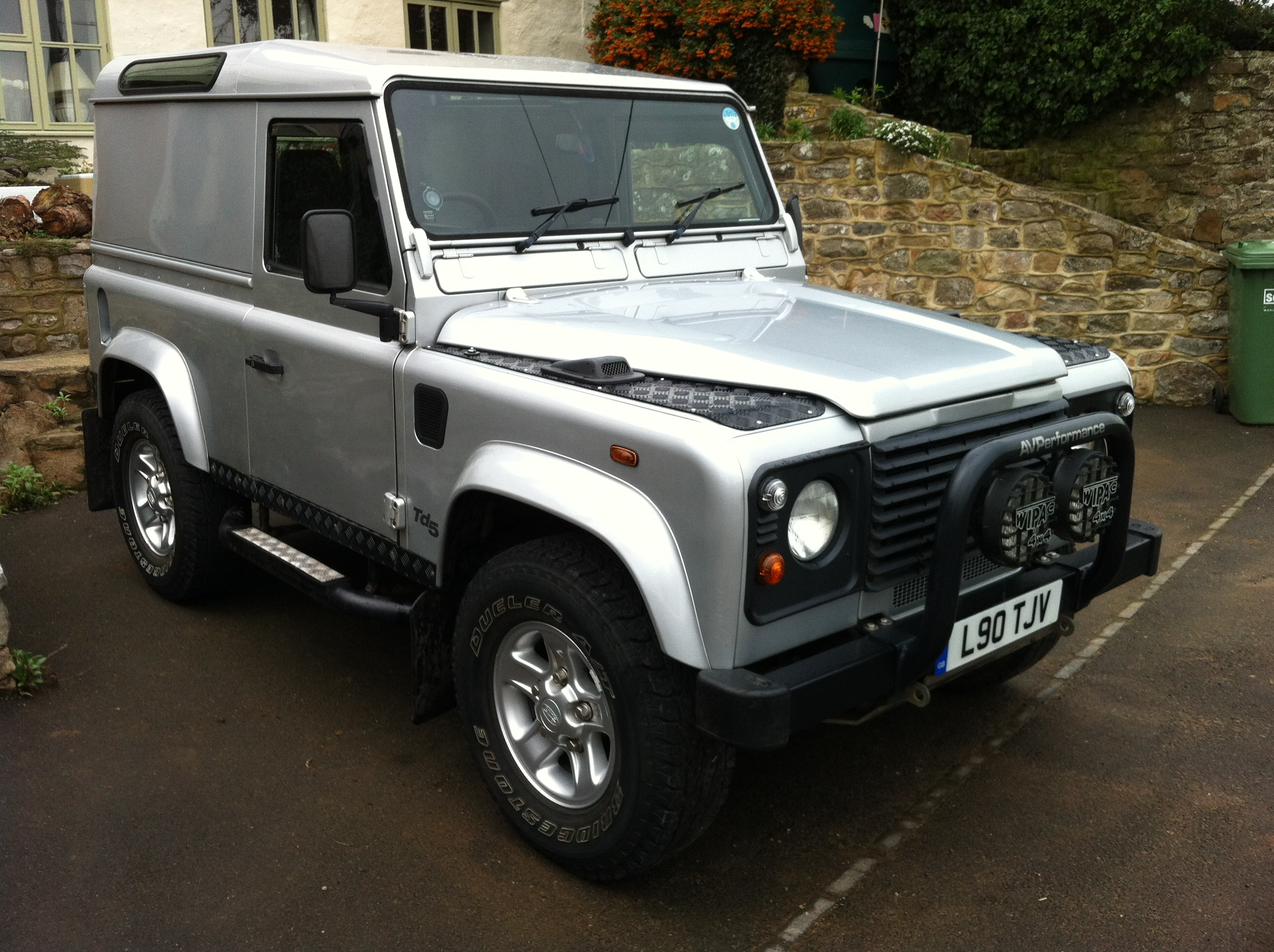 2002 Land Rover Defender 90 Pictures Information And