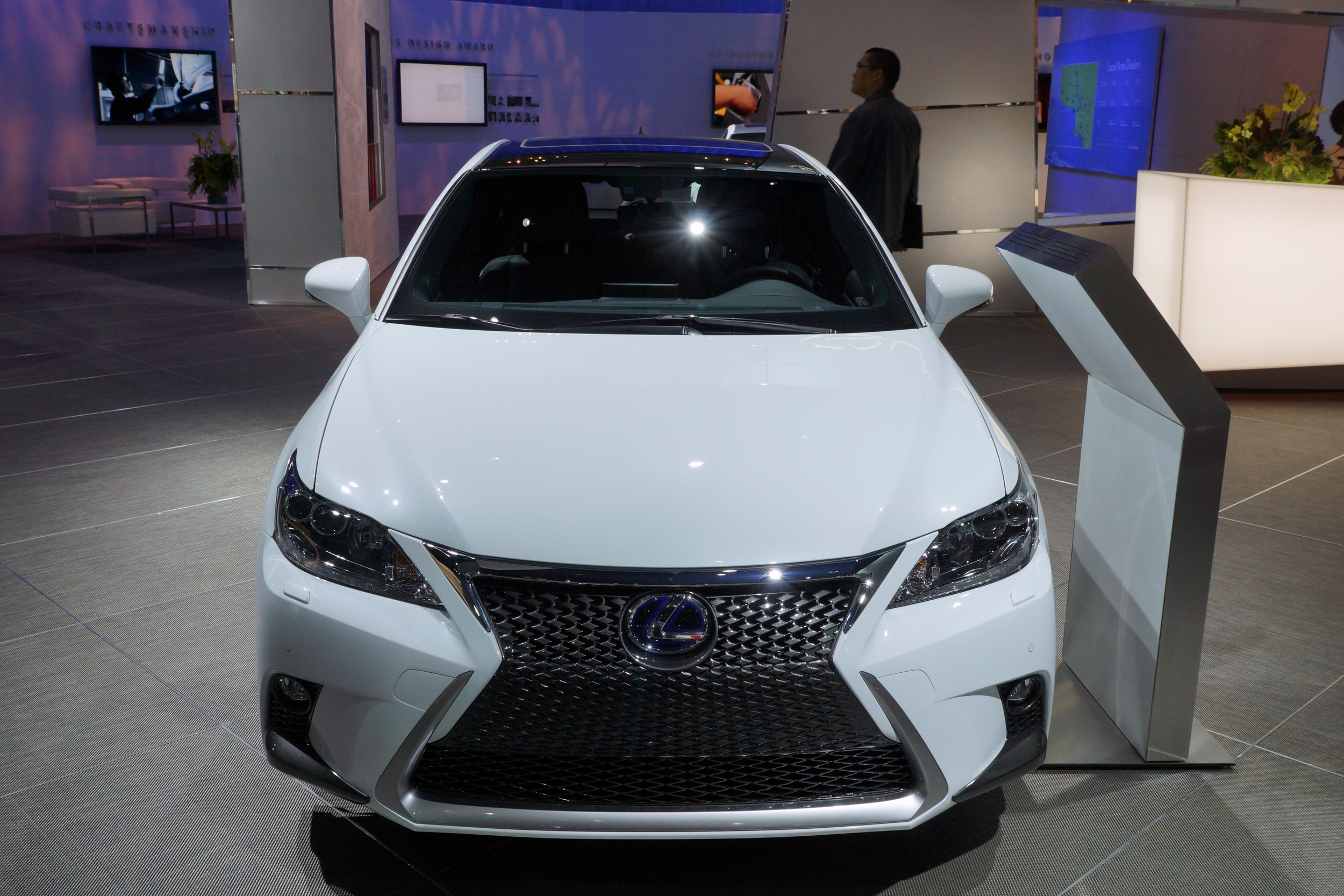 ct is detroit f sport at lexus show motor launched news