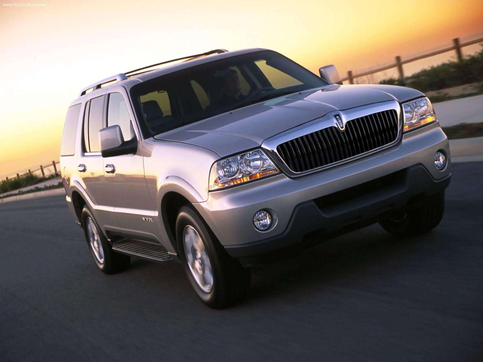 lincoln aviator pictures