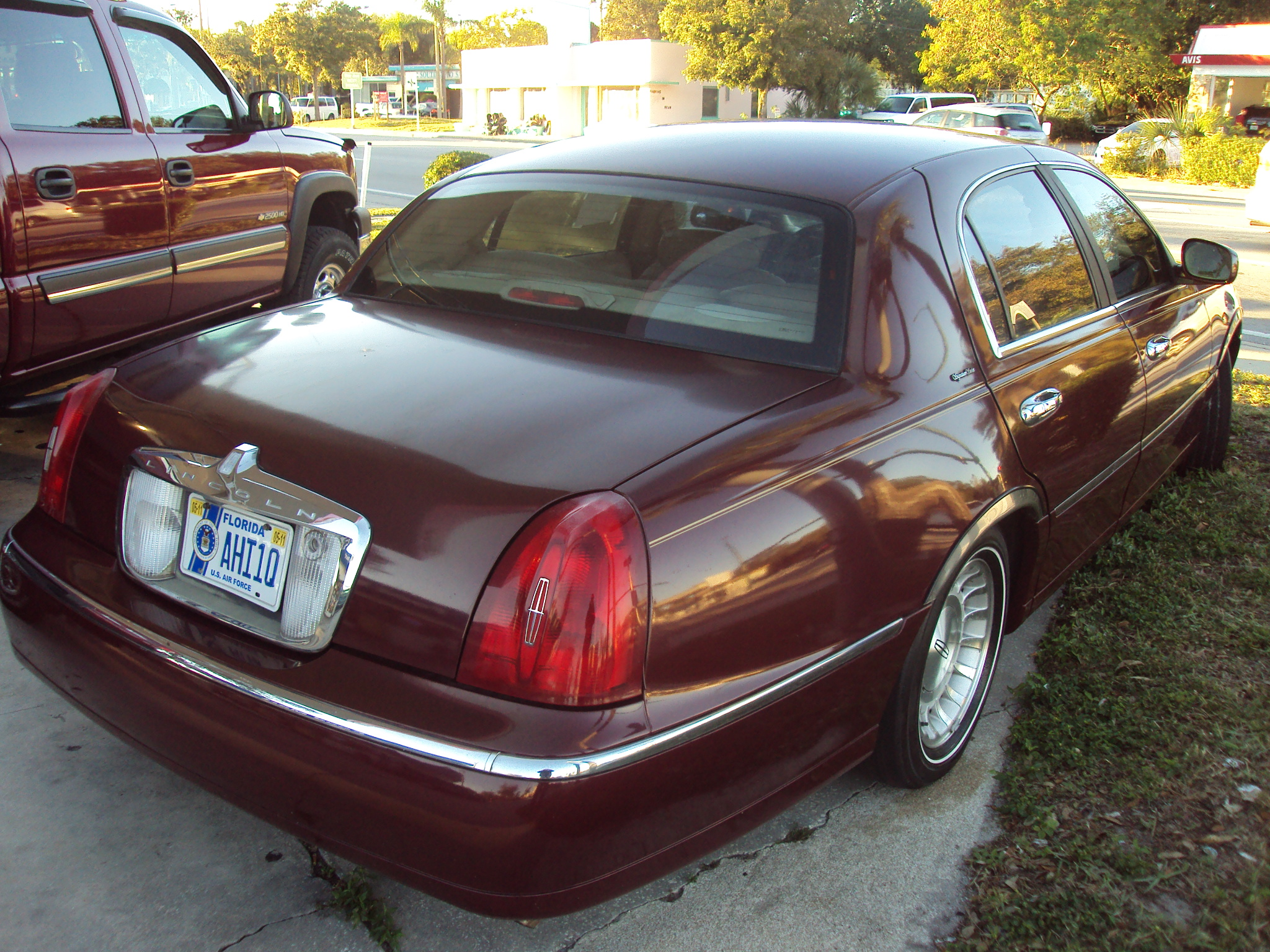 1998 Lincoln Town Car Pictures Information And Specs Auto