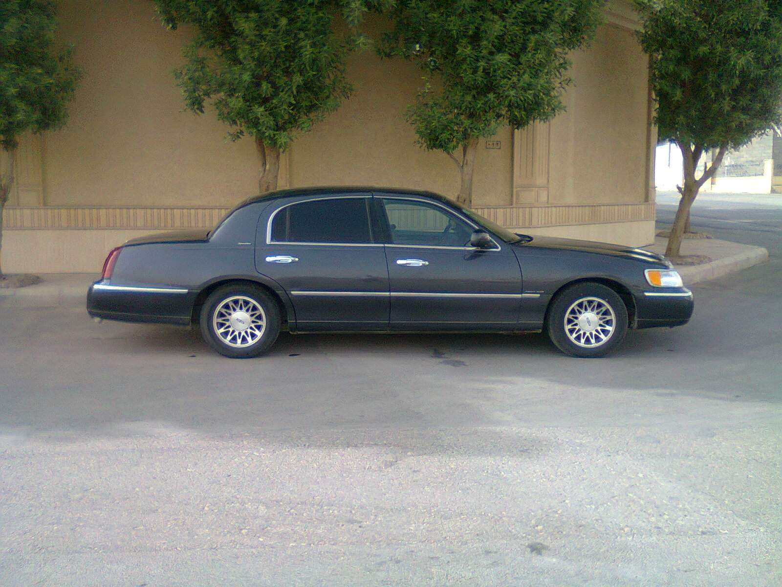 2001 lincoln town car pictures information and specs. Black Bedroom Furniture Sets. Home Design Ideas