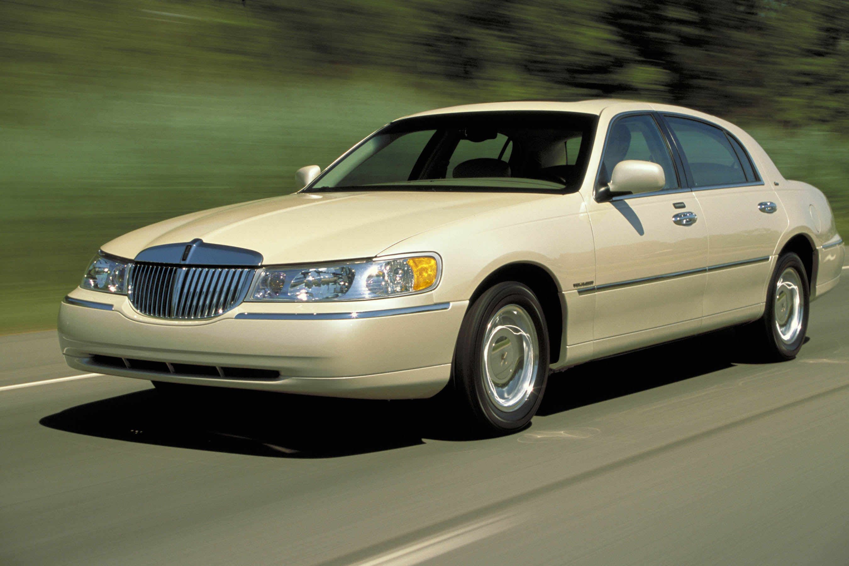 2003 Lincoln Town Car Pictures Information And Specs Auto