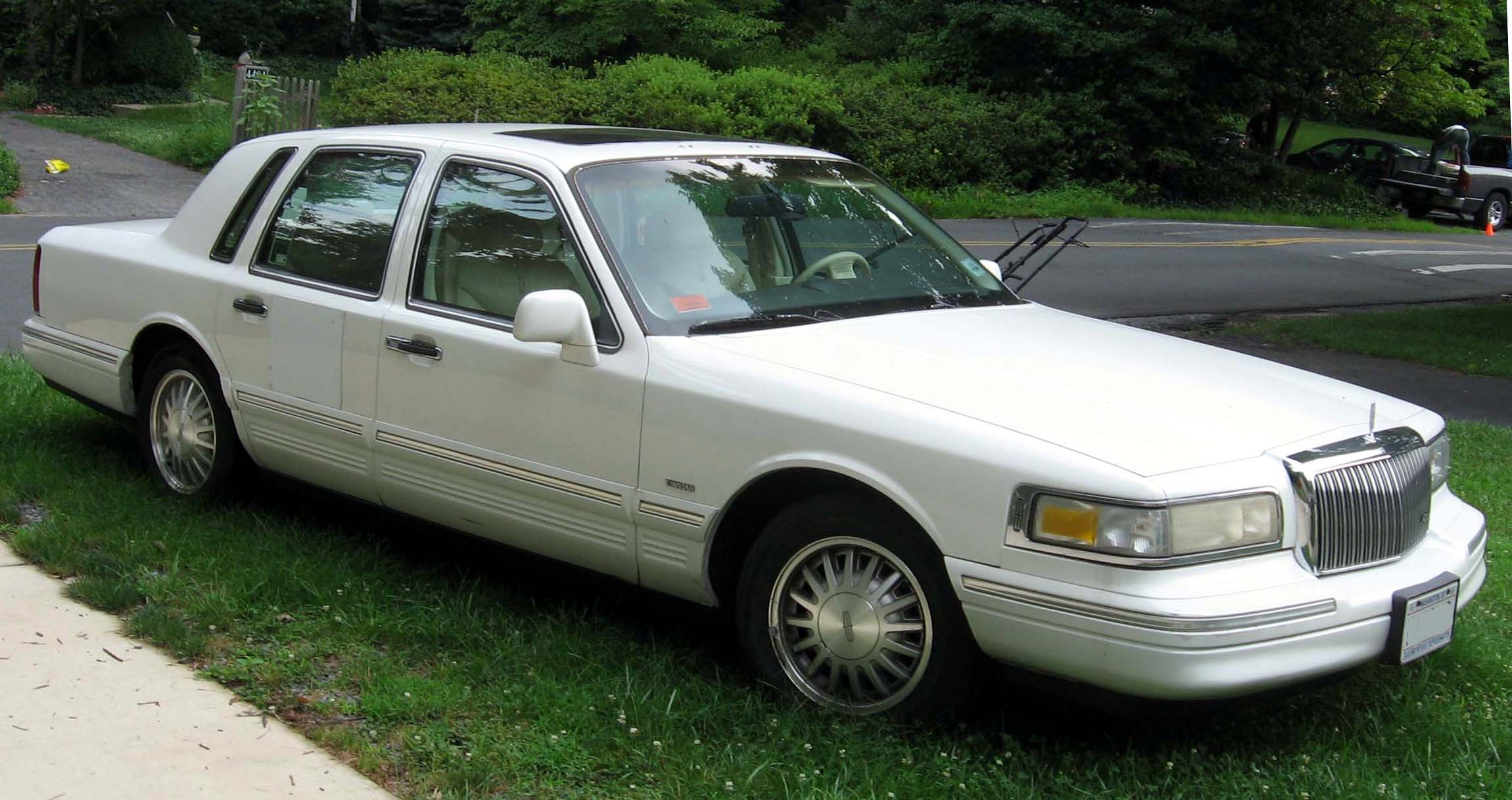Lincoln town car picture gallery