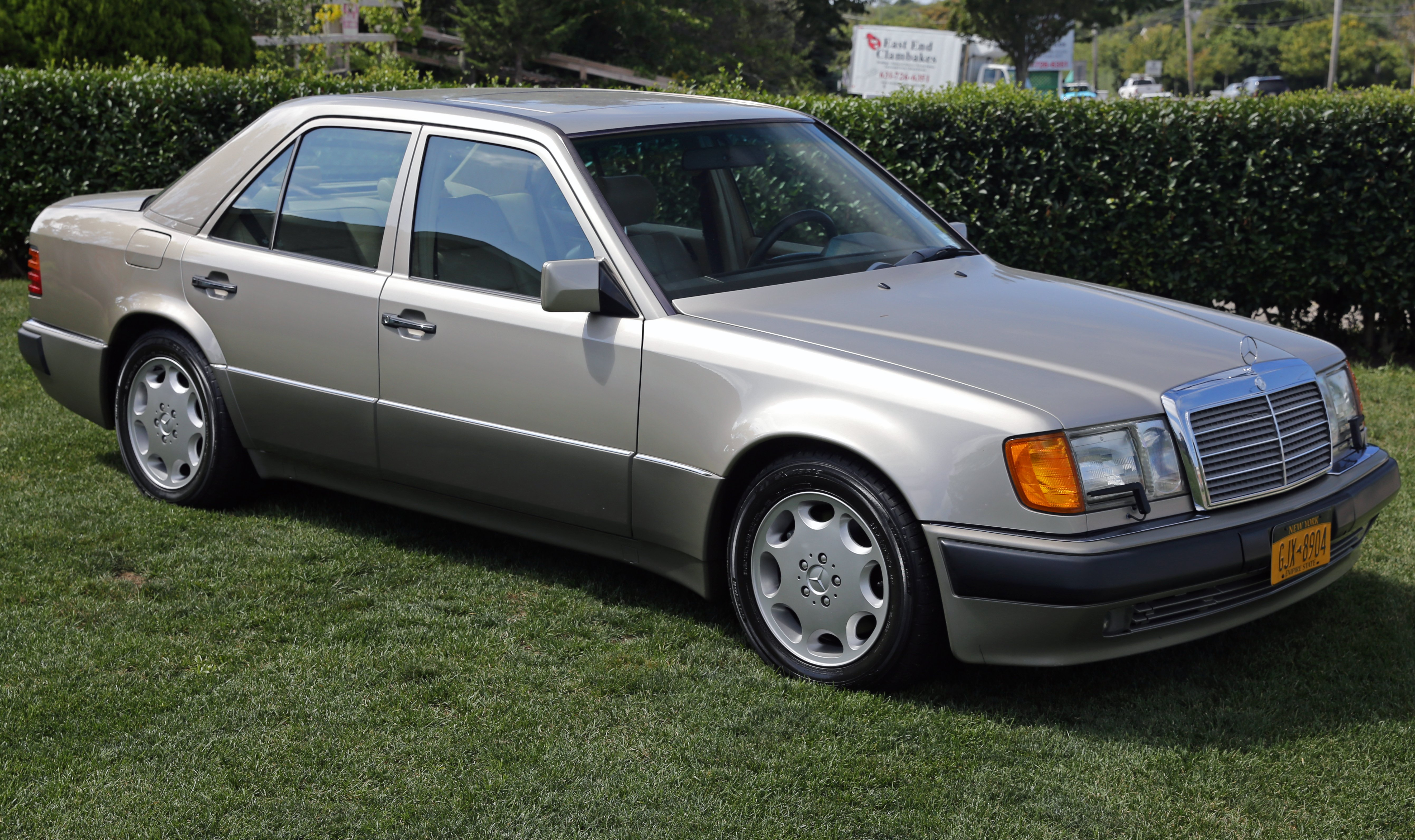 1990 mercedes w124 t model pictures information and for Mercedes benz 1990 e300