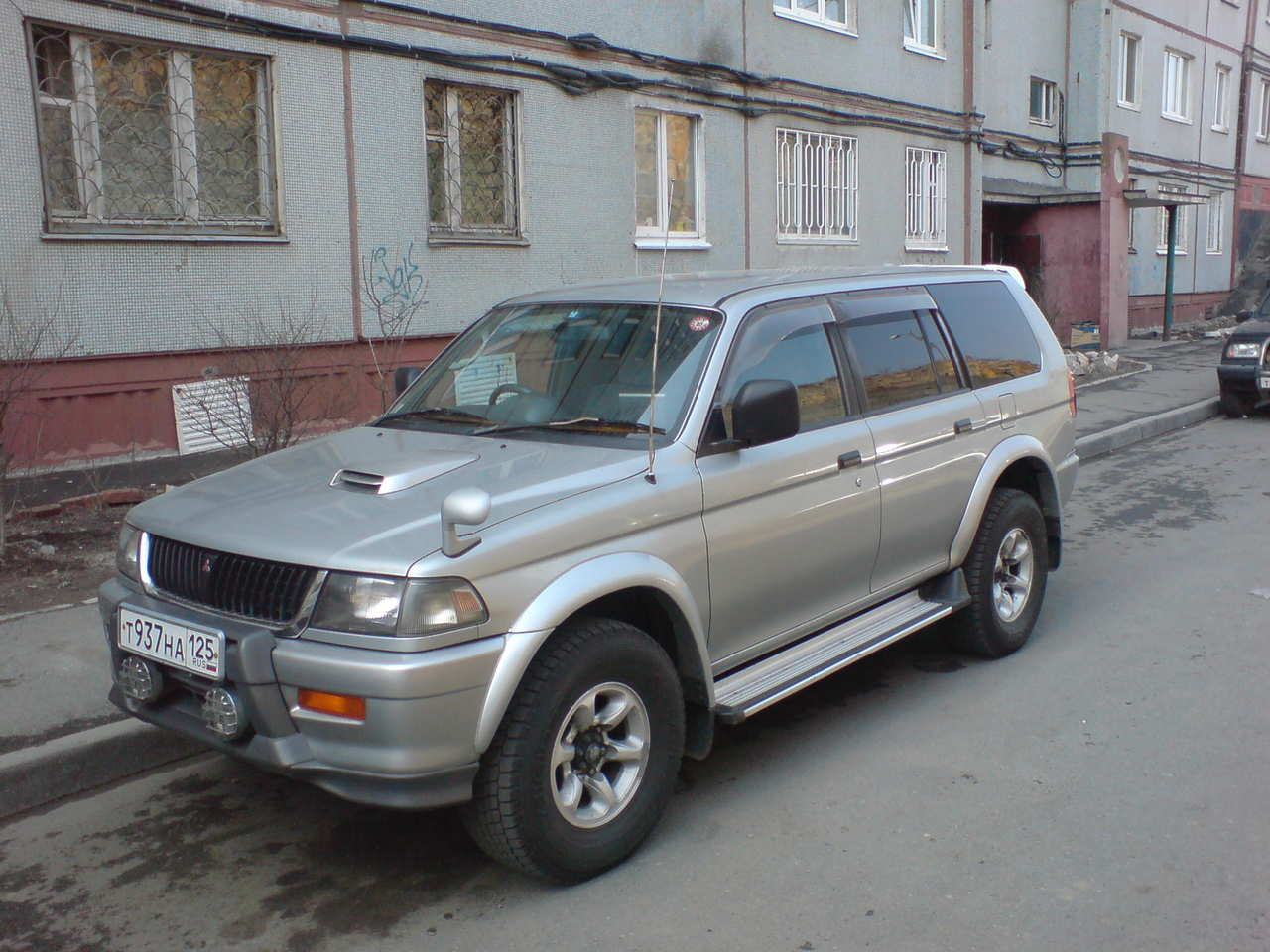 mitsubishi challenger pictures #12