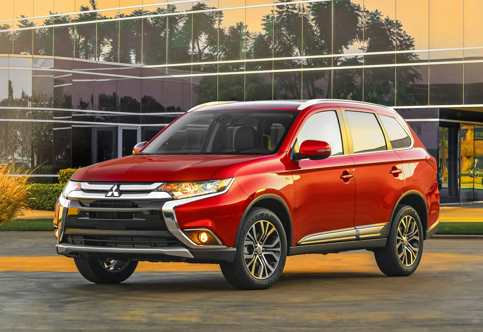 2016 Mitsubishi Endeavor – pictures, information and specs ...